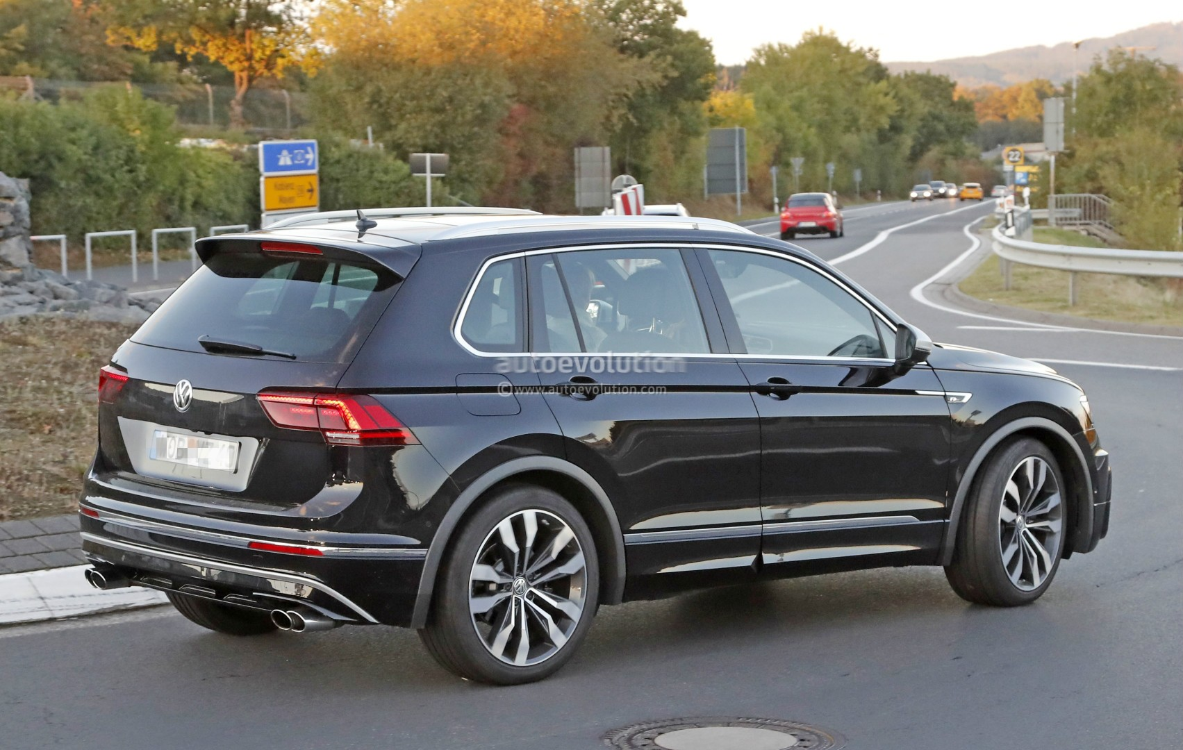 2018 Volkswagen Tiguan R Spotted at Nurburgring, Not Trying to Hide Its 310 HP - autoevolution