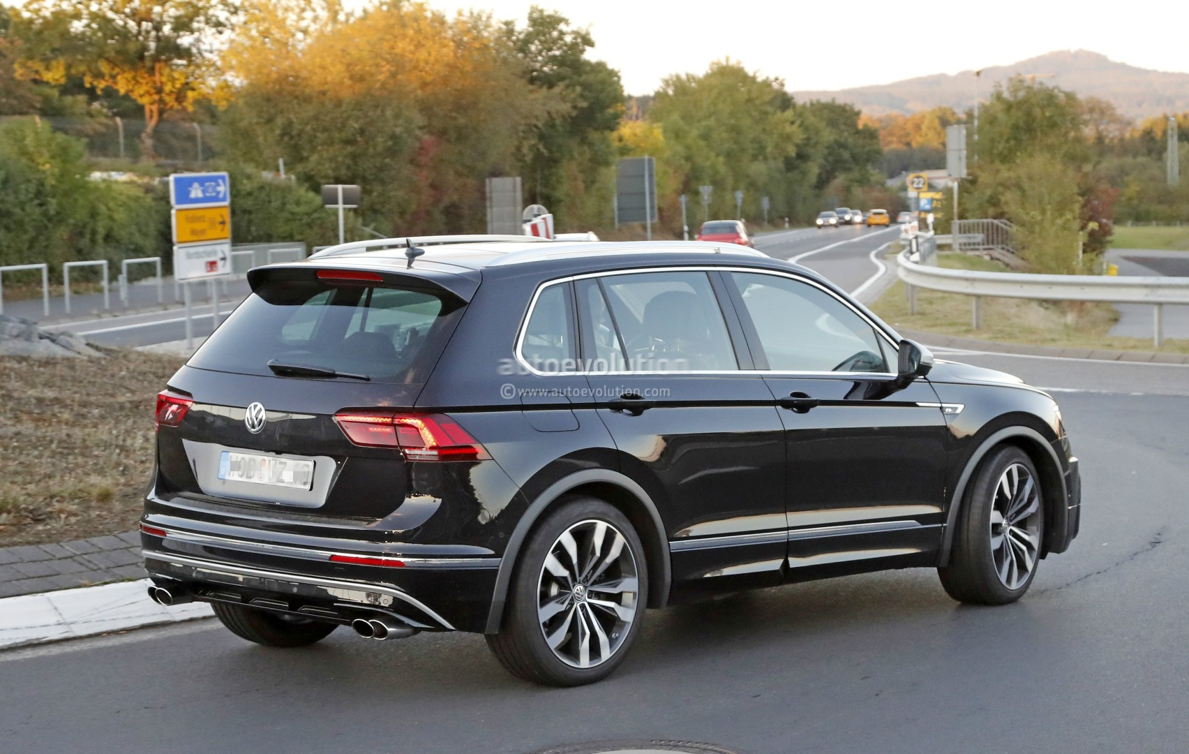 2018 volkswagen tiguan r spotted at nurburgring not. Black Bedroom Furniture Sets. Home Design Ideas