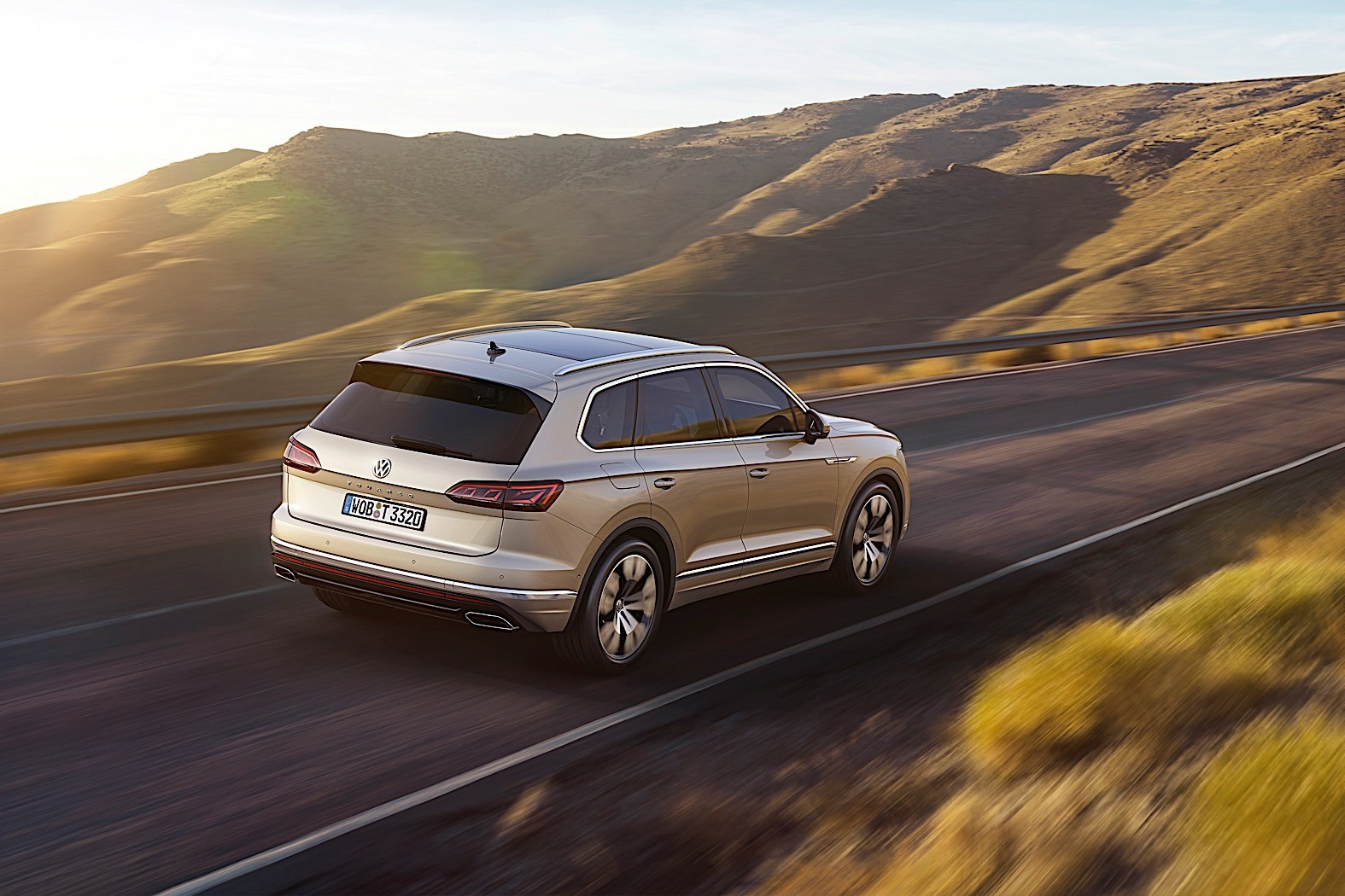 2018 volkswagen touareg breaks cover in china autoevolution. Black Bedroom Furniture Sets. Home Design Ideas