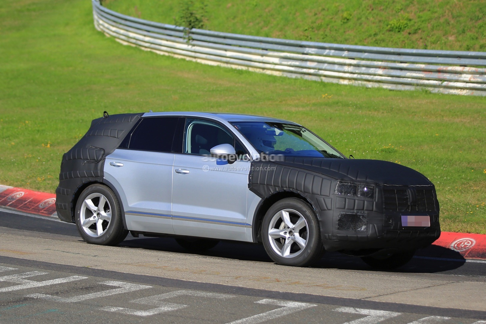2018 Volkswagen Touareg Spied in Production-Ready Form - autoevolution
