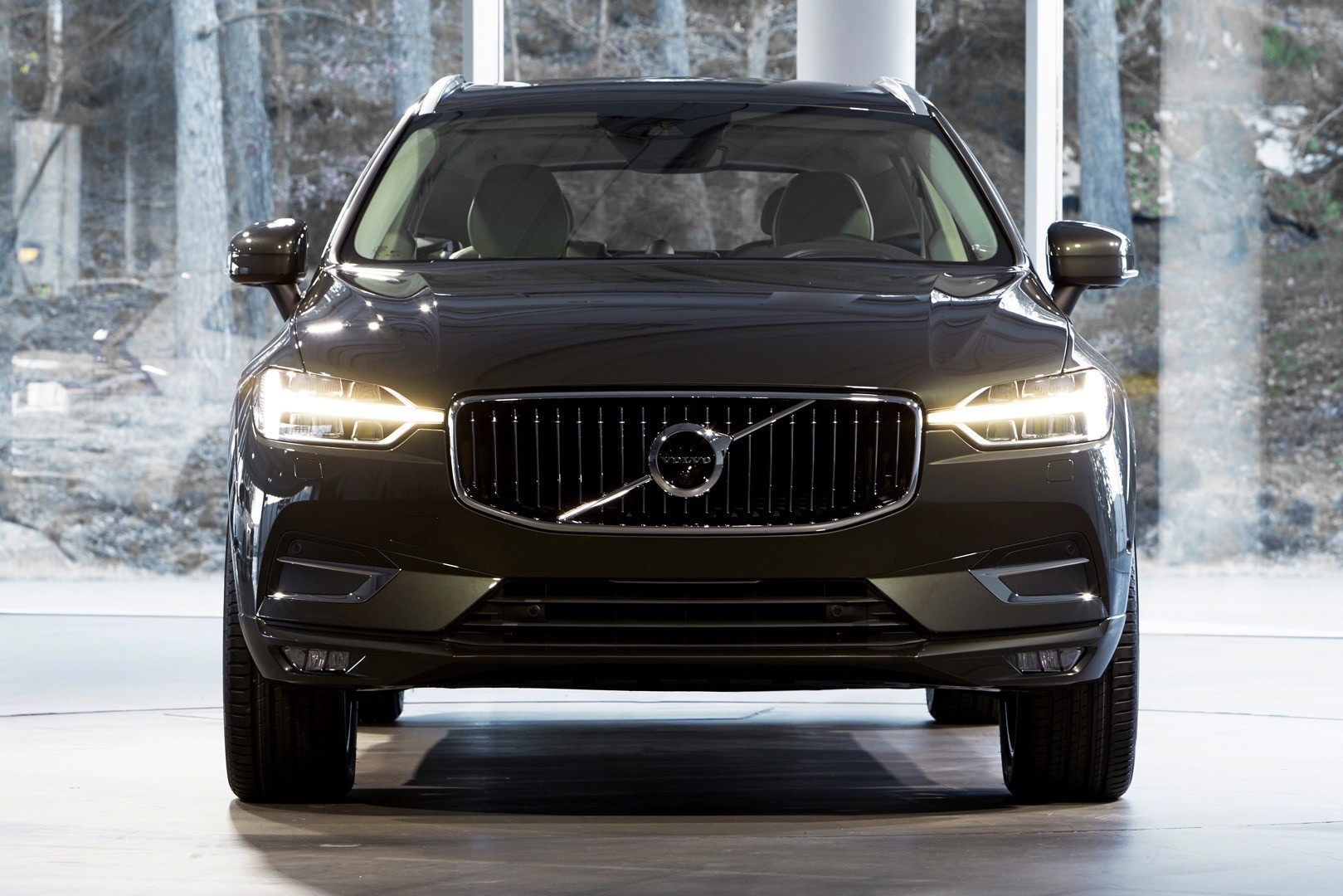 2018 volvo xc60 is the sexiest crossover suv in geneva. Black Bedroom Furniture Sets. Home Design Ideas
