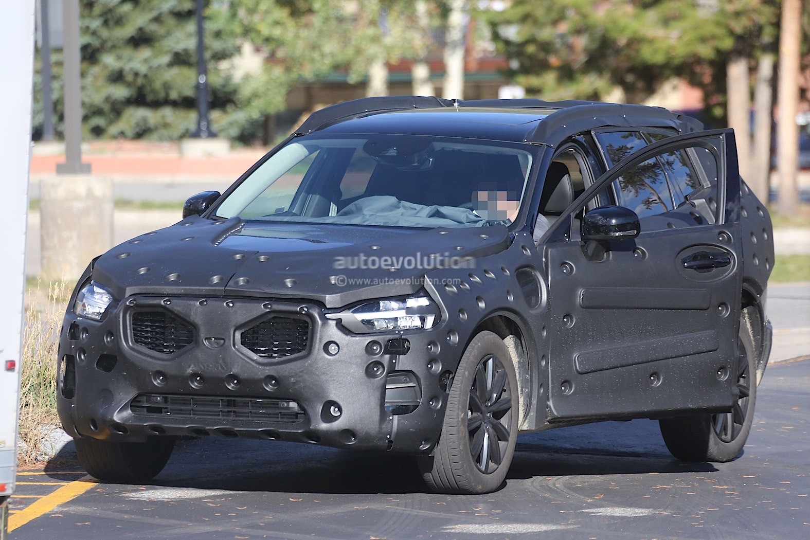 2018 Volvo XC60 Prototype Shows Some of its Interior - autoevolution