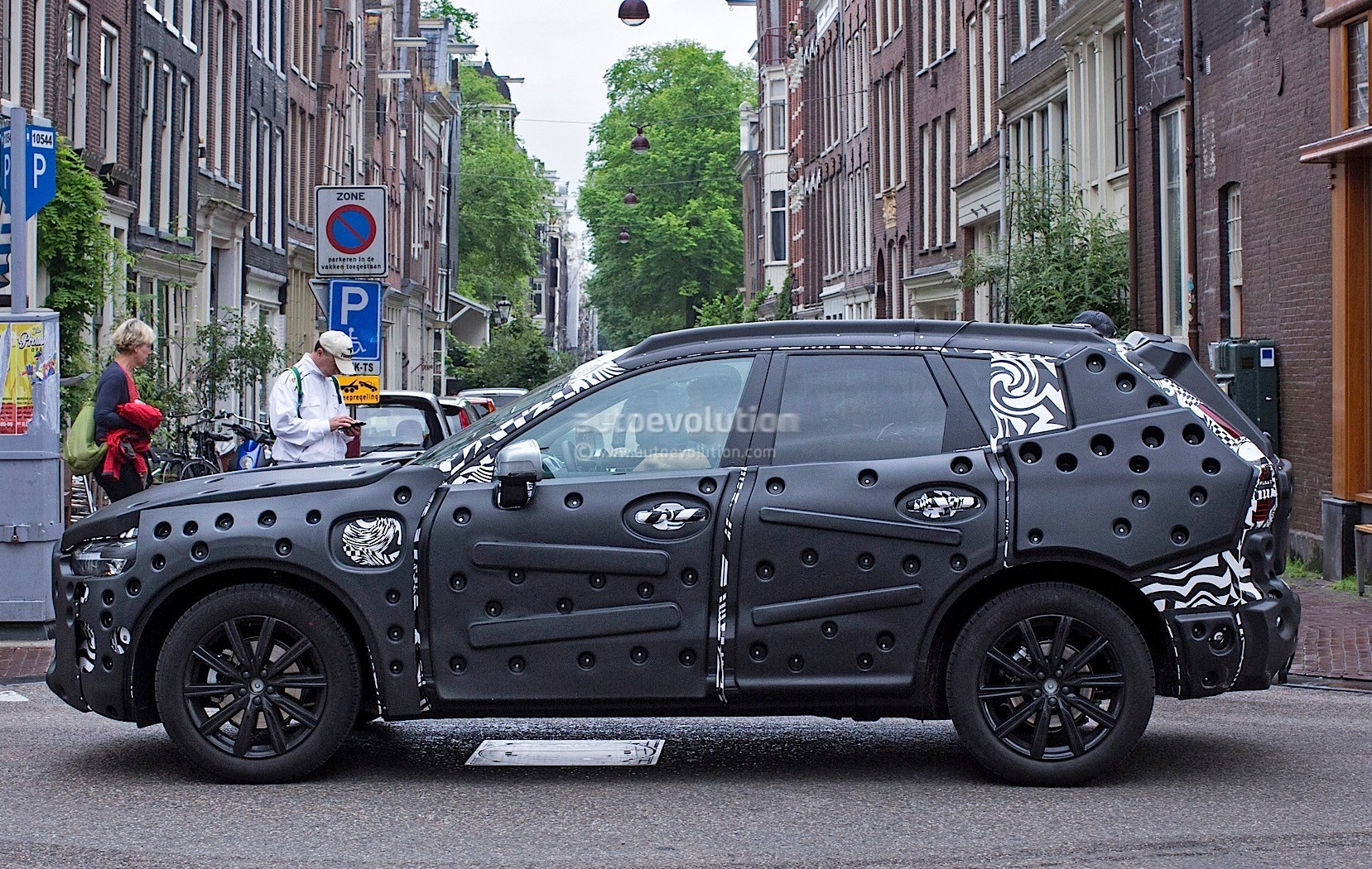 2018-volvo-xc60-spied-for-the-first-time-in-amsterdam_7