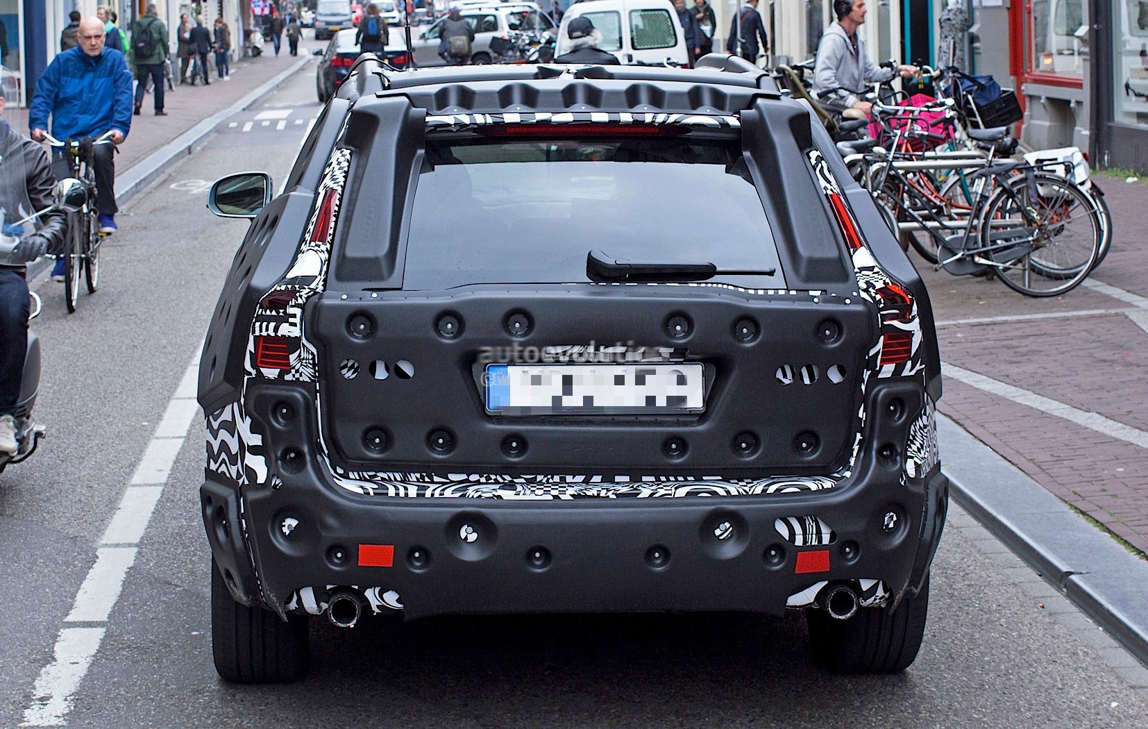 2018-volvo-xc60-spied-for-the-first-time-in-amsterdam_9