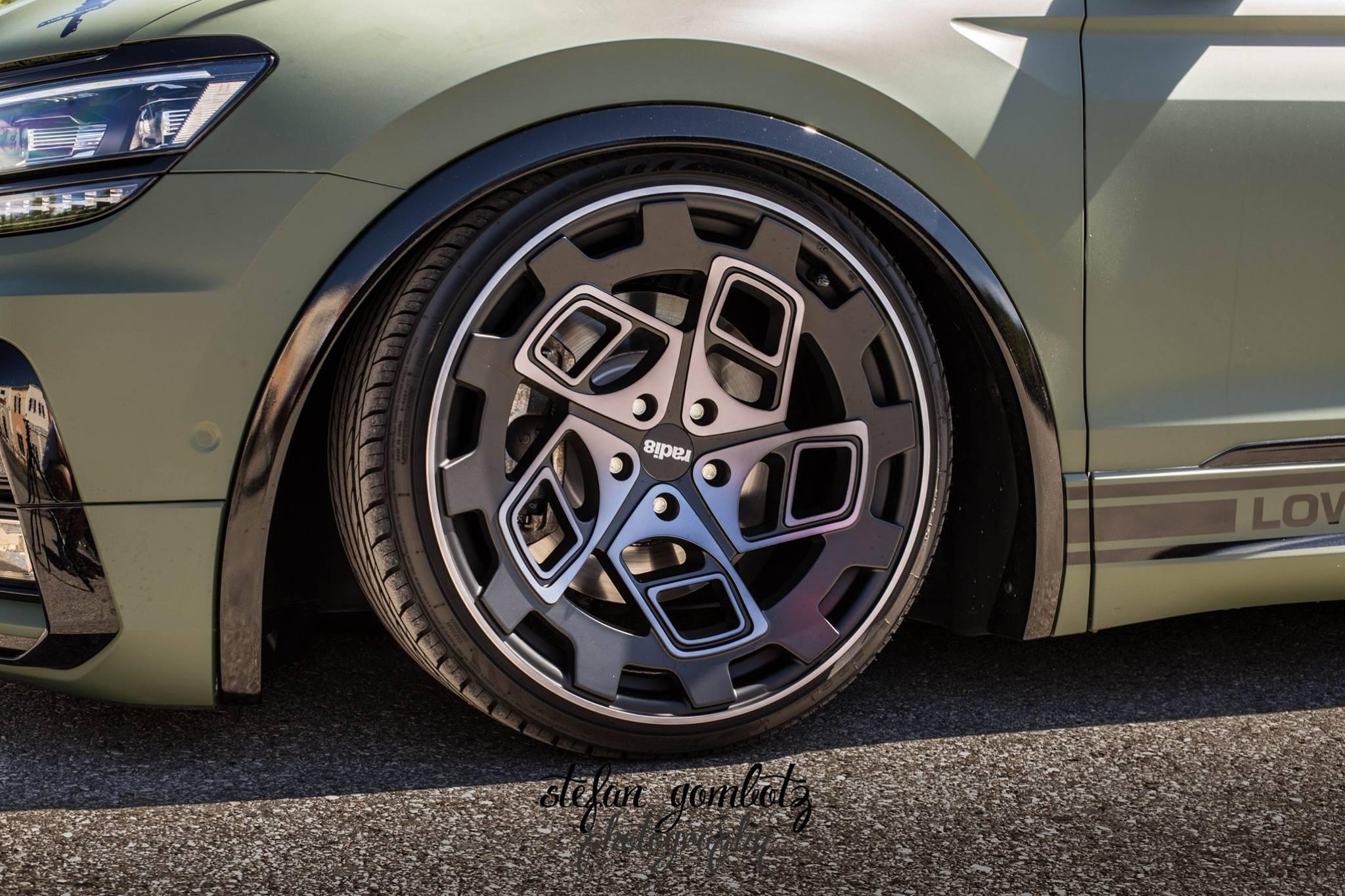 2018 VW Tiguan Lowrider Has RADI8 Wheels, Amry Wrap ...