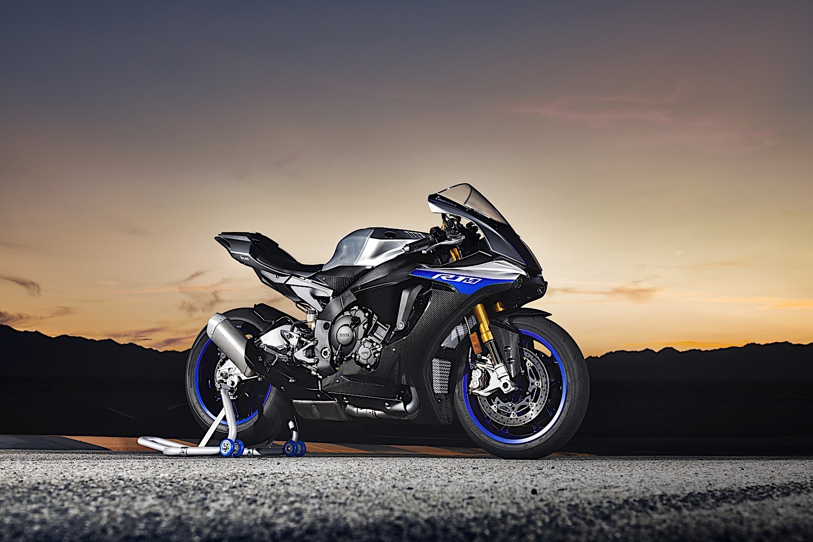 Yamaha yzf r1m and yzf r1 get performance upgrades for for Fond ecran r6