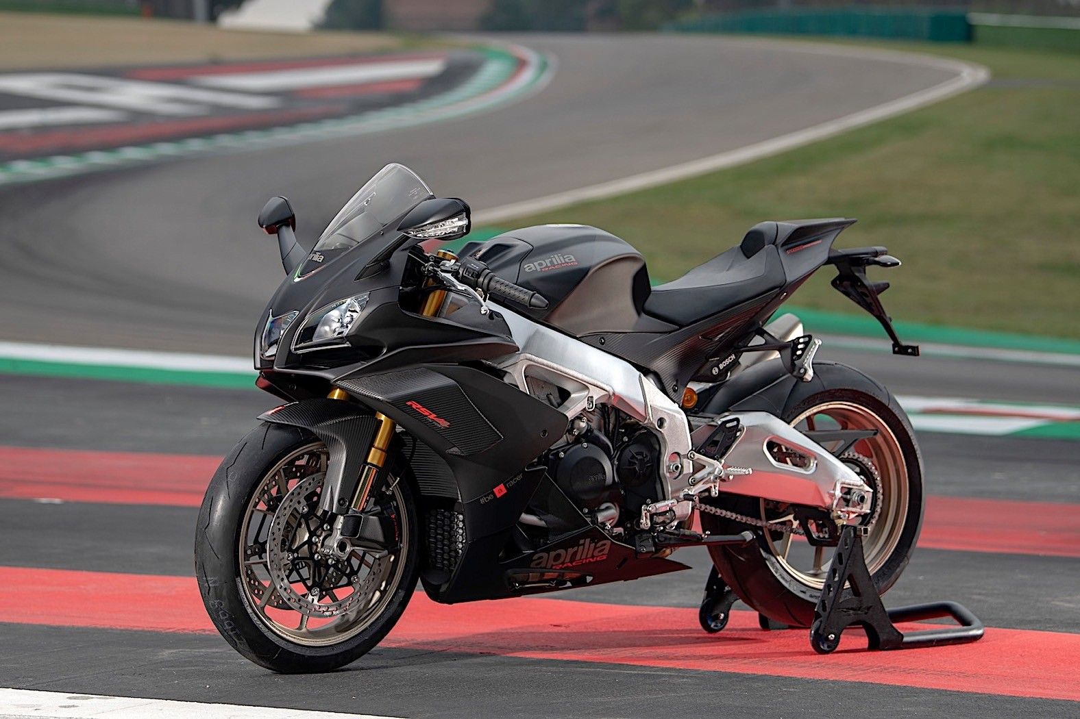 2019 Aprilia RSV4 1100 Factory Is the Most Powerful RSV4 Ever - autoevolution