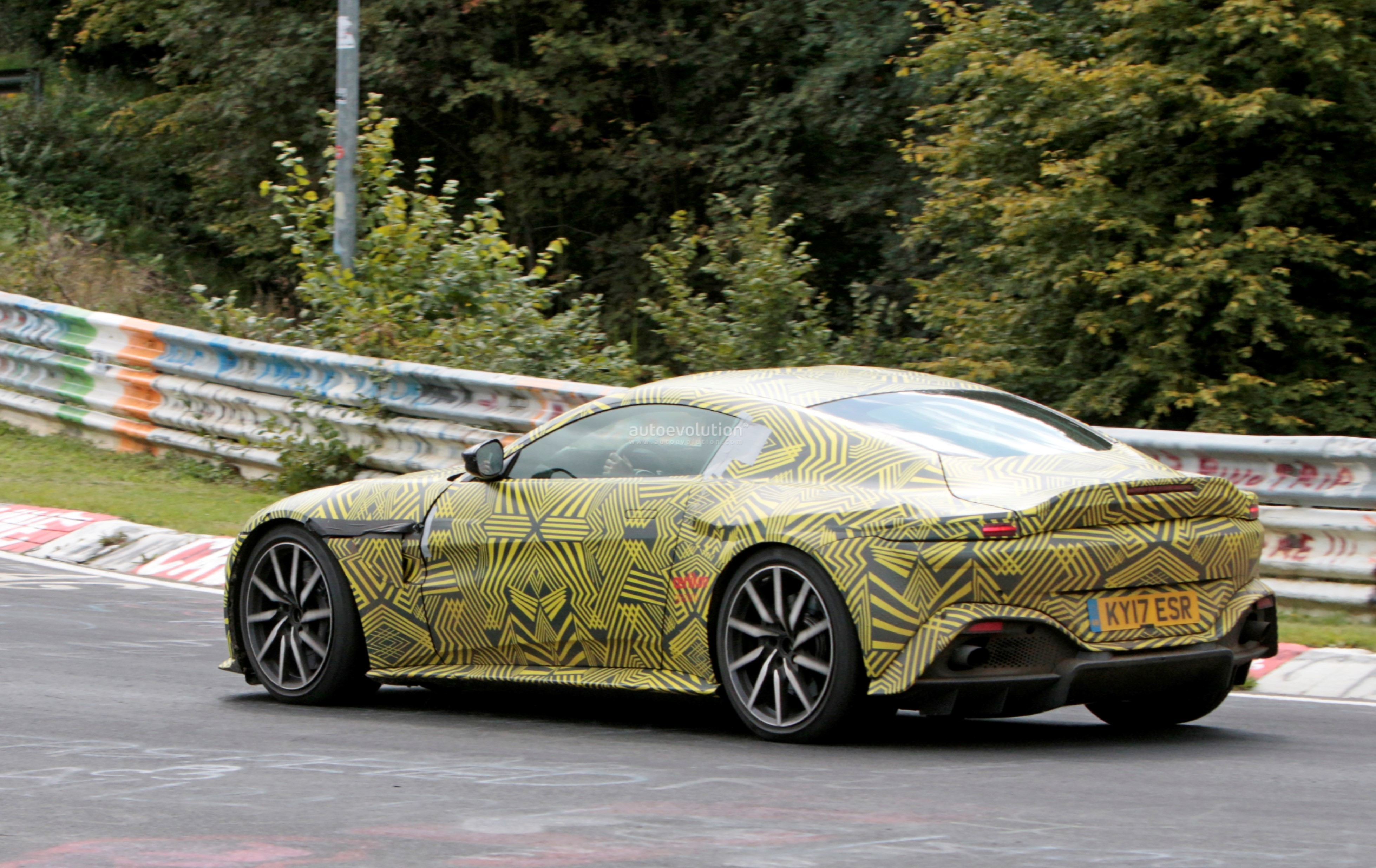 2019-aston​-martin-v8​-vantage-s​pied-on-nu​rburgring-​looks-gorg​eous-even-​with-camo_​8