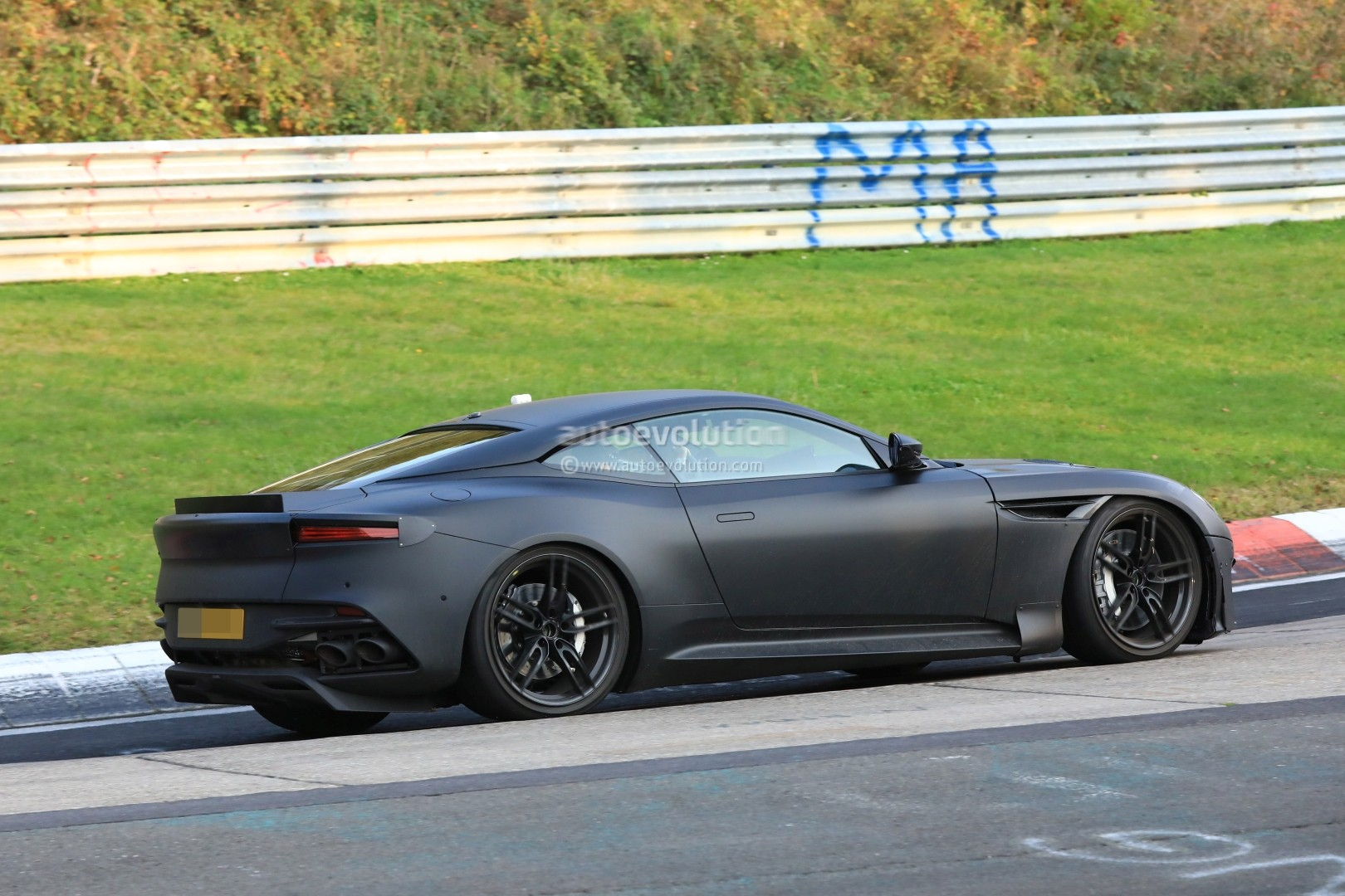 2019 aston martin vanquish spied on nurburgring hybridisation rumors intensify autoevolution. Black Bedroom Furniture Sets. Home Design Ideas