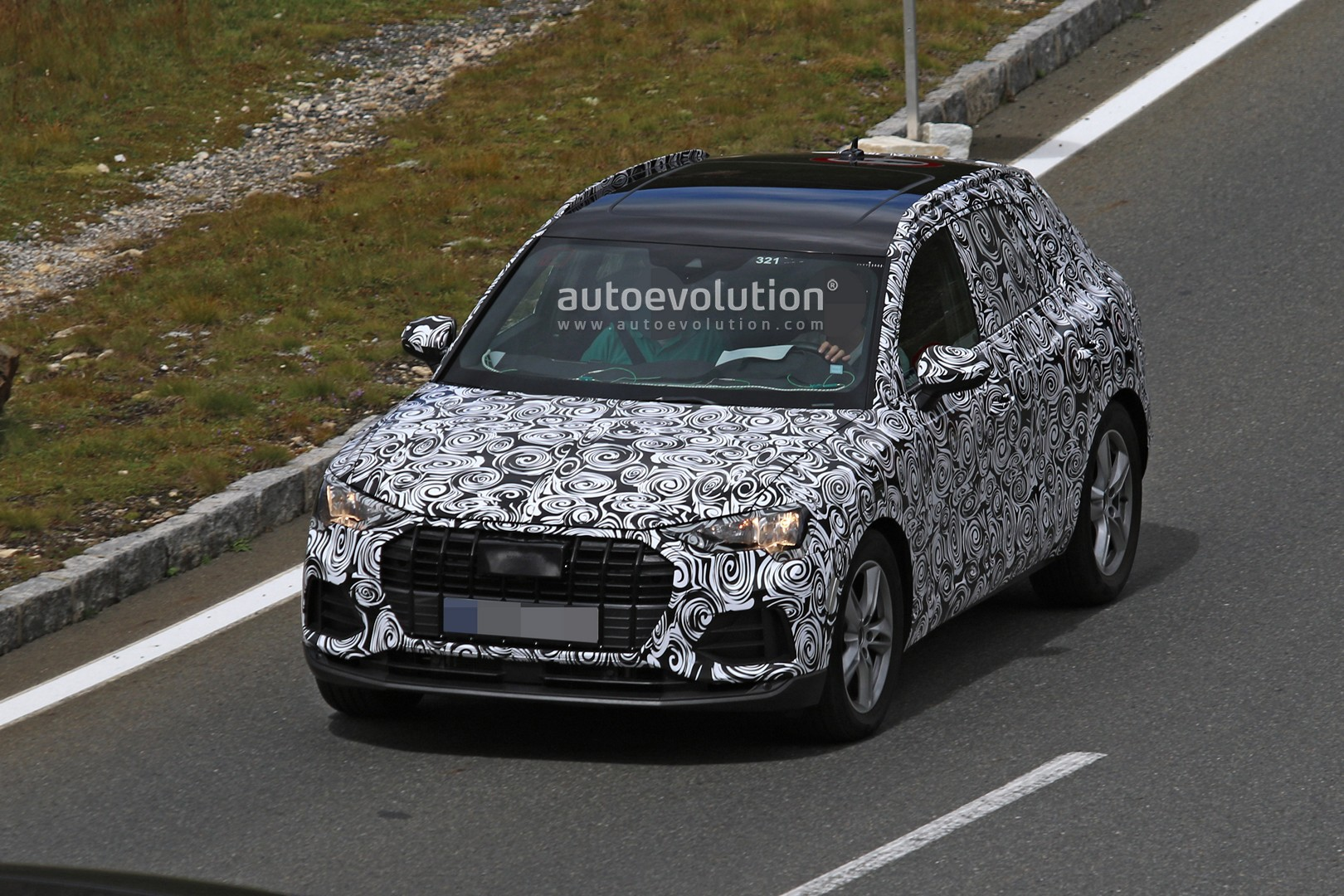 spyshots 2019 audi q3 caught alpine testing shows sporty sportback design autoevolution. Black Bedroom Furniture Sets. Home Design Ideas