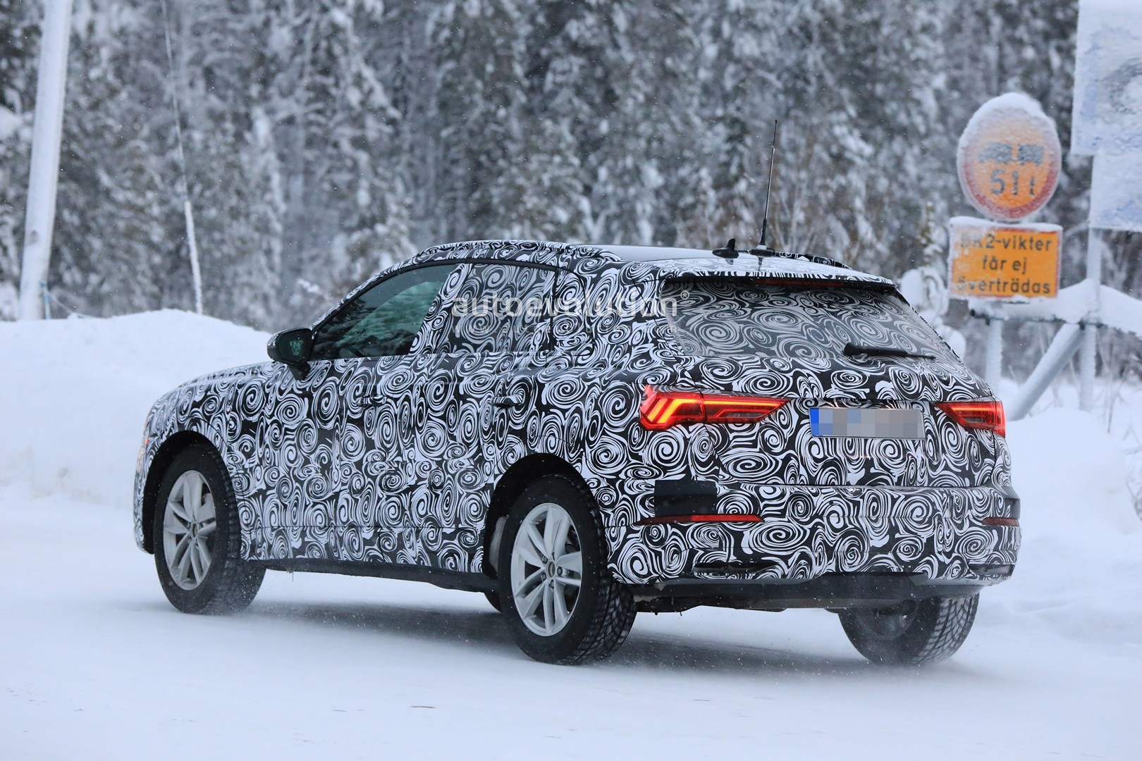 Audi Q Spied With New Taillights Looks TiguanLike - Ej audi