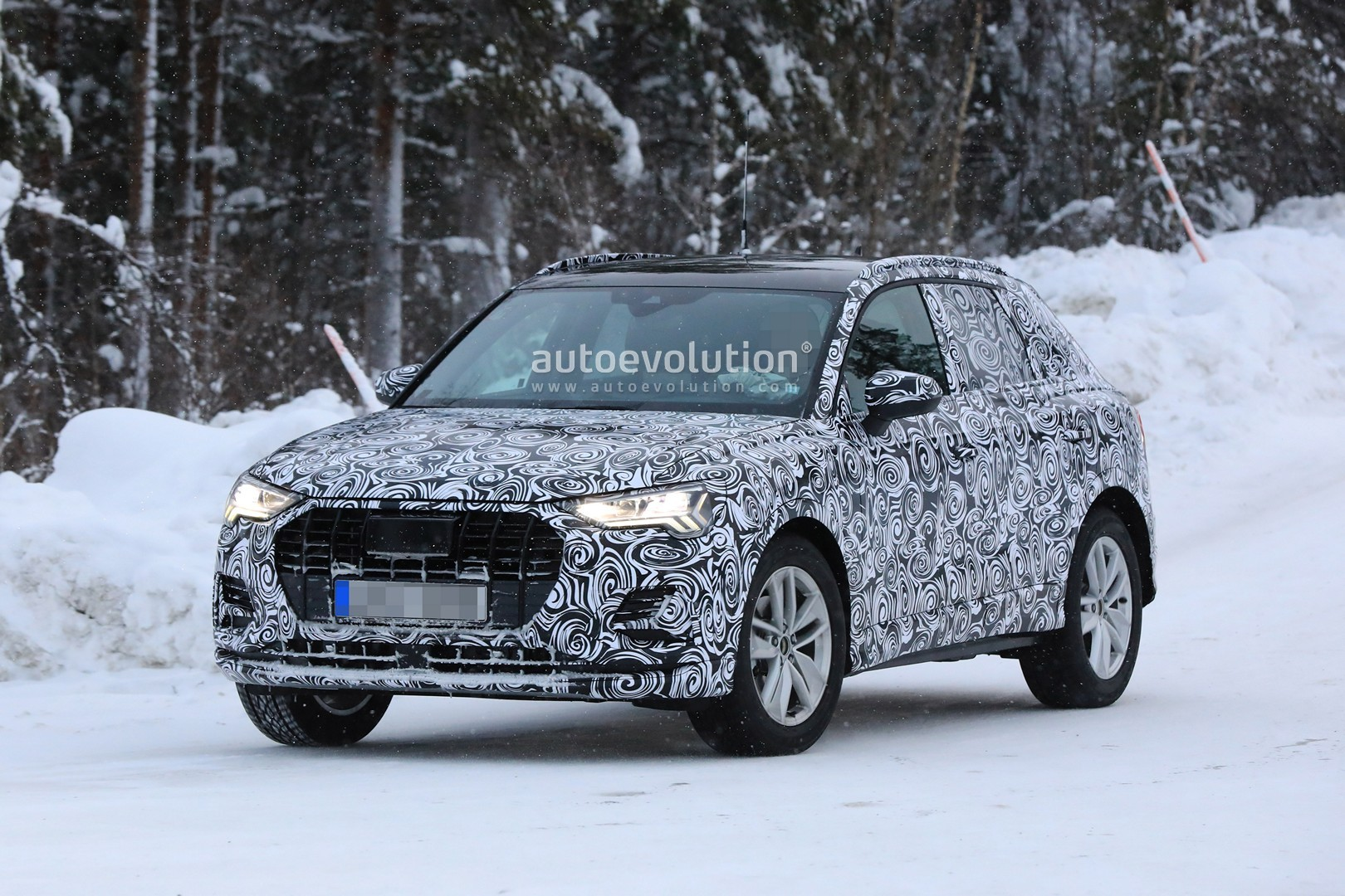 2019 audi q3 spied with new taillights looks tiguan like autoevolution. Black Bedroom Furniture Sets. Home Design Ideas