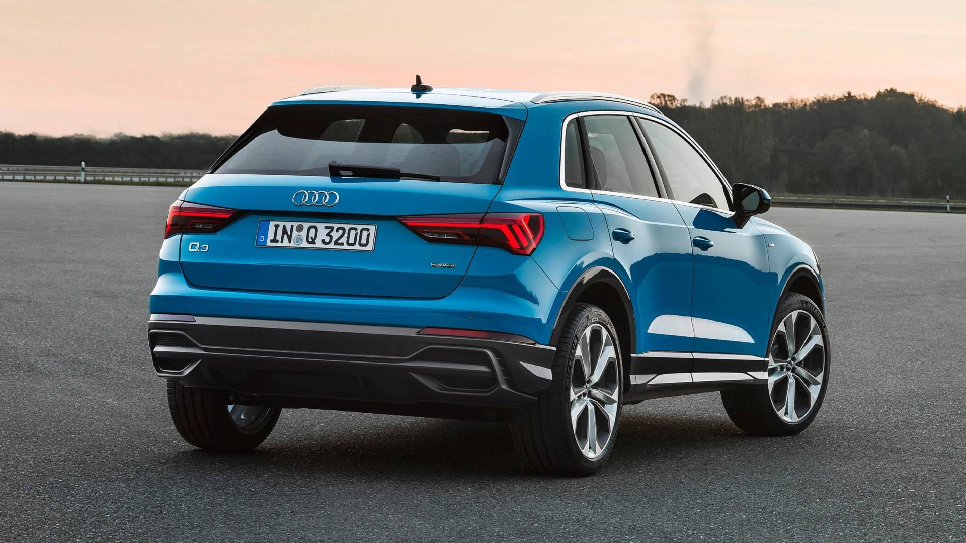 2019 audi q3 videos show turbo blue pulse orange and chronos grey paint autoevolution. Black Bedroom Furniture Sets. Home Design Ideas