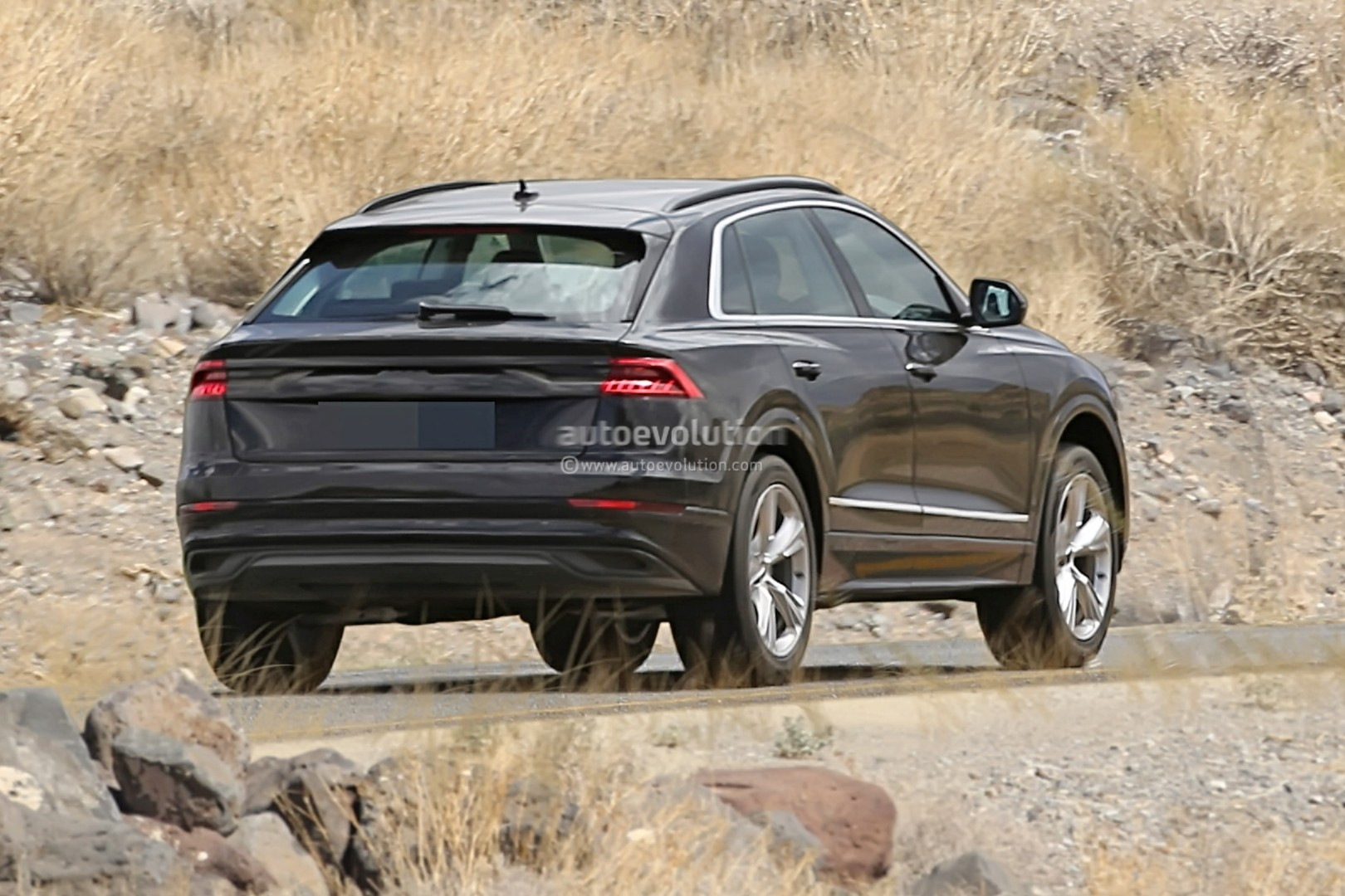 2019 audi q8 revealed by production ready prototype has urus like rear end autoevolution. Black Bedroom Furniture Sets. Home Design Ideas