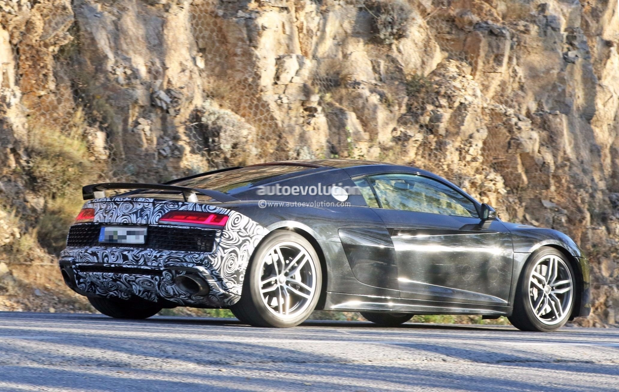 Spyshots: 2019 Audi R8 GT Flaunts Two Huge Oval Exhaust Pipes - autoevolution