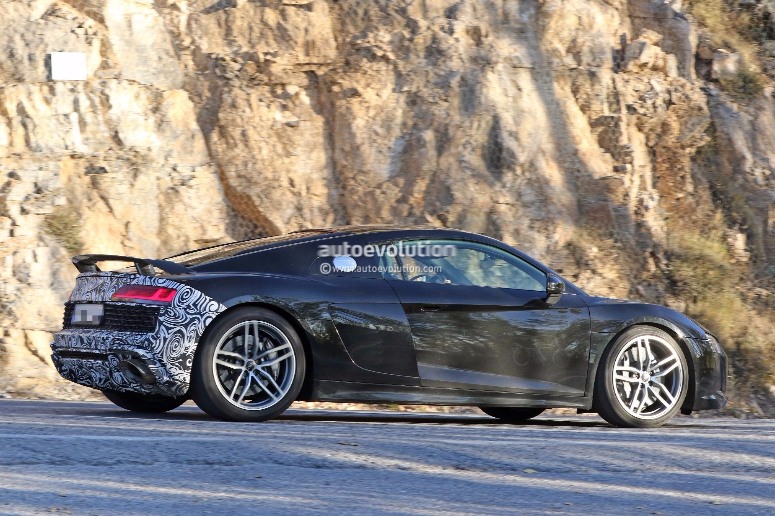 spyshots 2019 audi r8 gt flaunts two huge oval exhaust pipes autoevolution. Black Bedroom Furniture Sets. Home Design Ideas