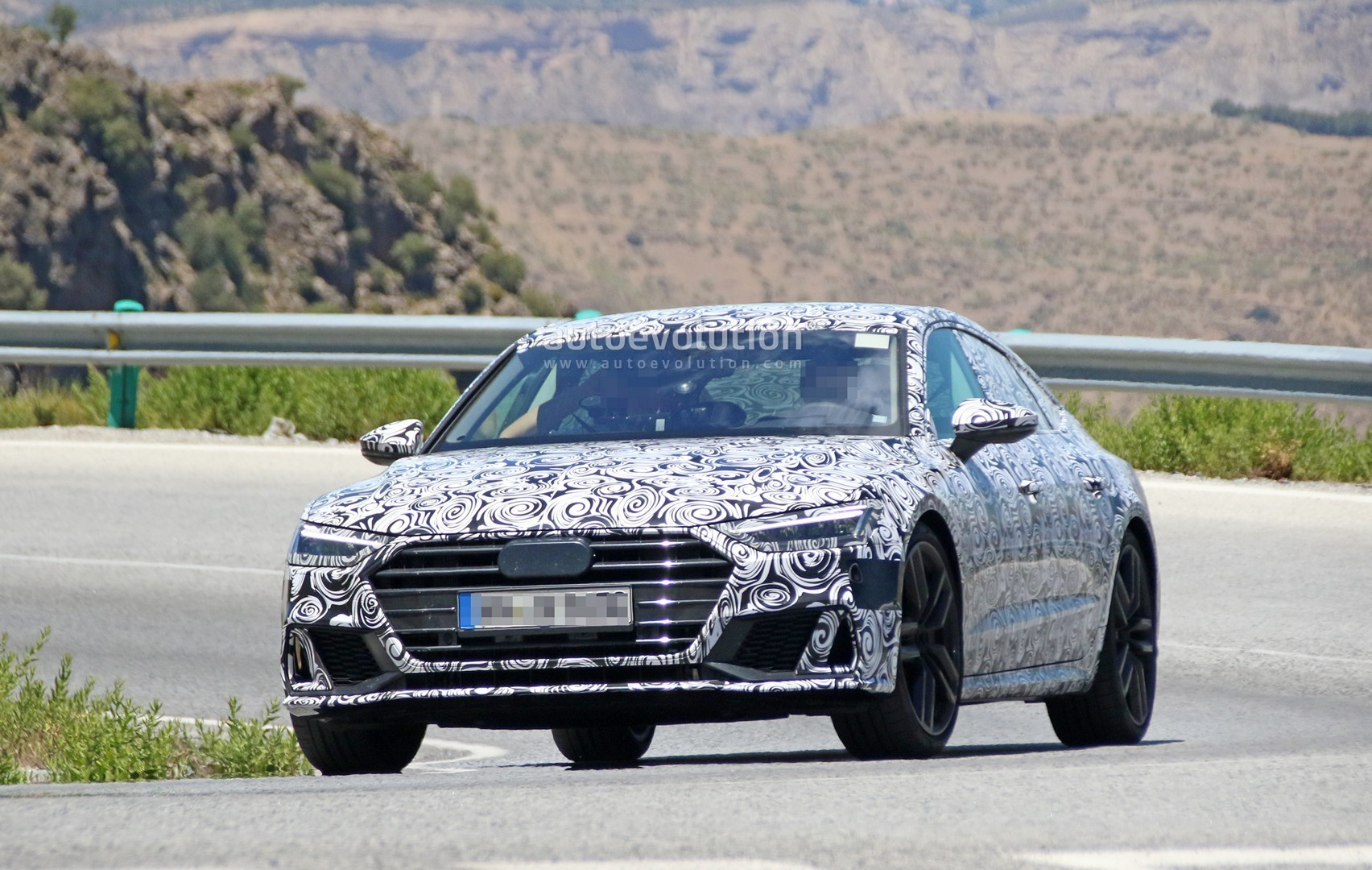 2017 - [Audi] A7 Sportback II - Page 4 2019-audi-s7-spied-in-detail-looks-ready-to-downsize-to-29-tfsi_3