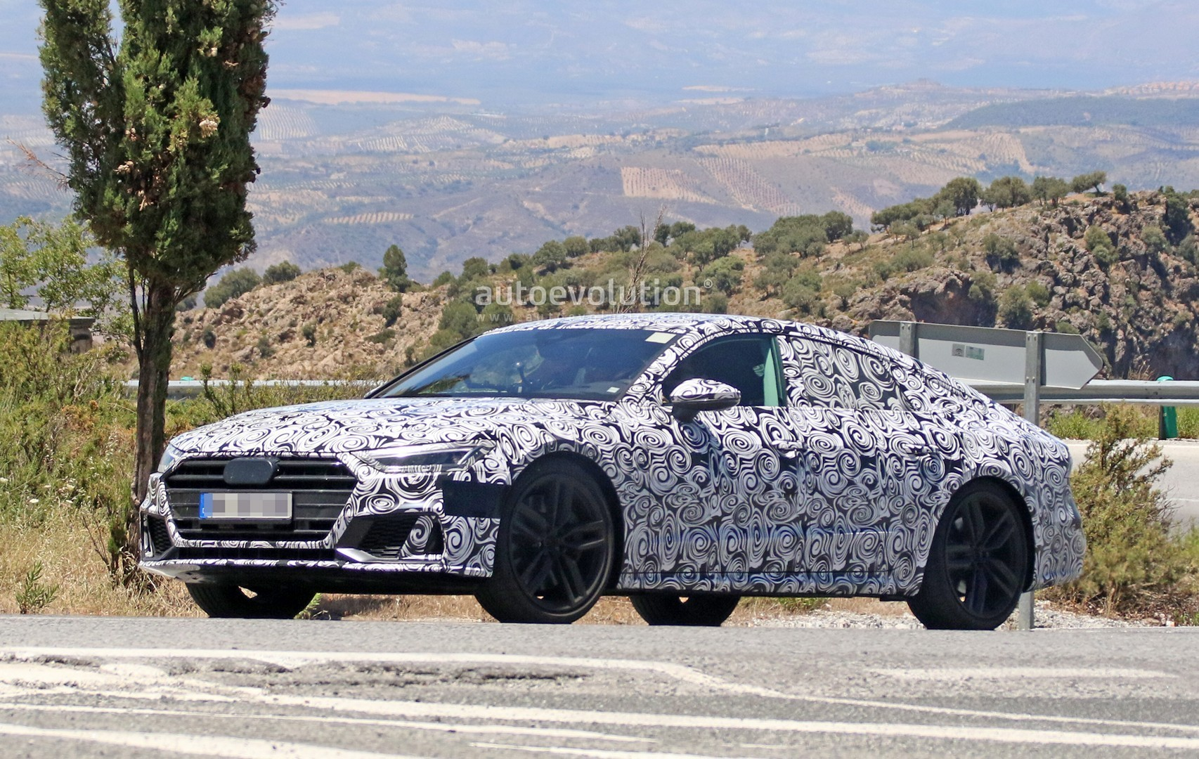 2017 - [Audi] A7 Sportback II - Page 4 2019-audi-s7-spied-in-detail-looks-ready-to-downsize-to-29-tfsi_4
