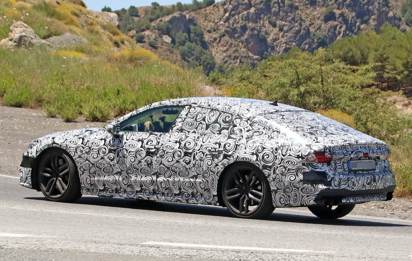 2017 - [Audi] A7 Sportback II - Page 4 2019-audi-s7-spied-in-detail-looks-ready-to-downsize-to-29-tfsi_8