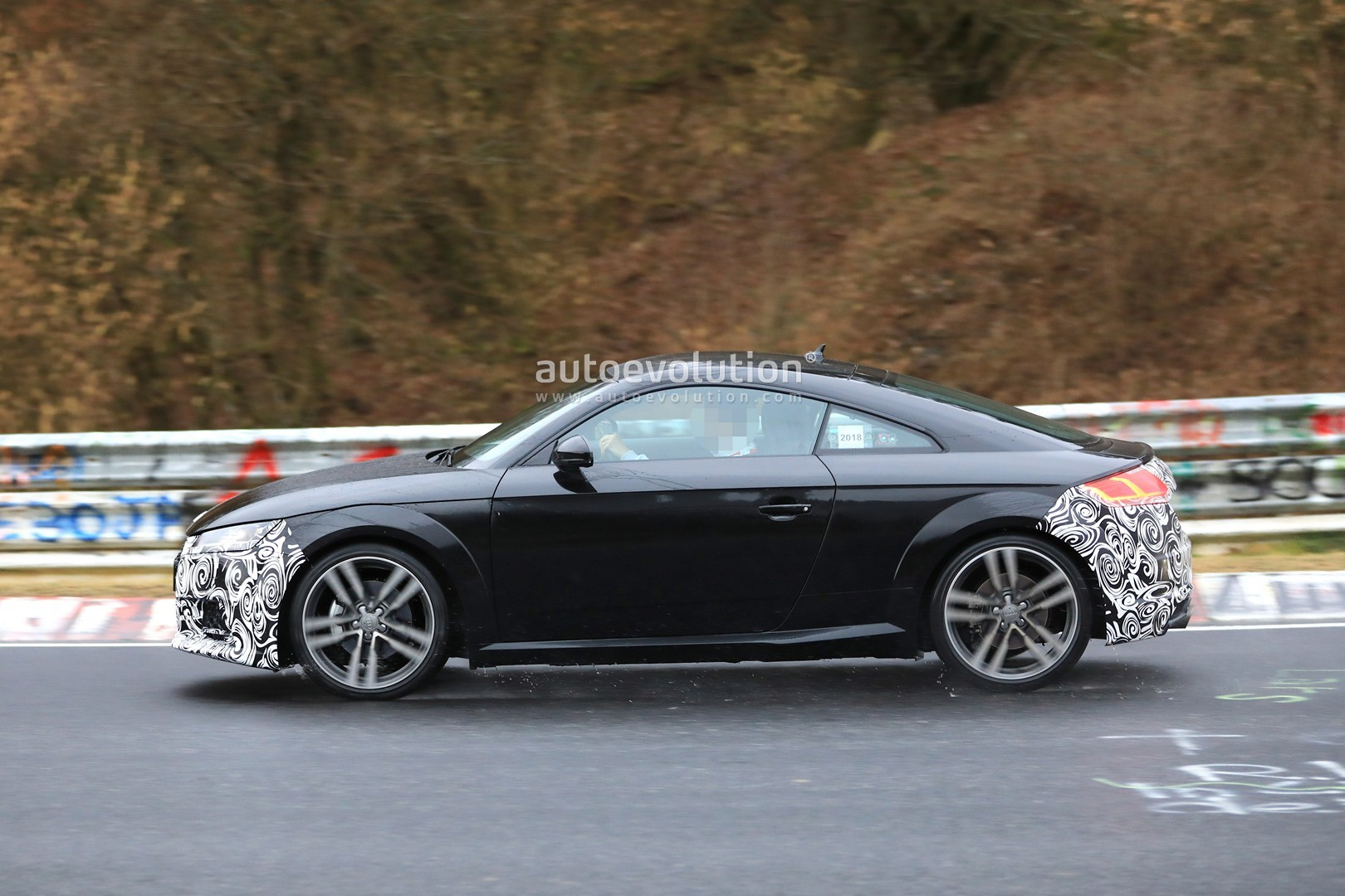 Spyshots: 2019 Audi TT Facelift Spotted Testing on the