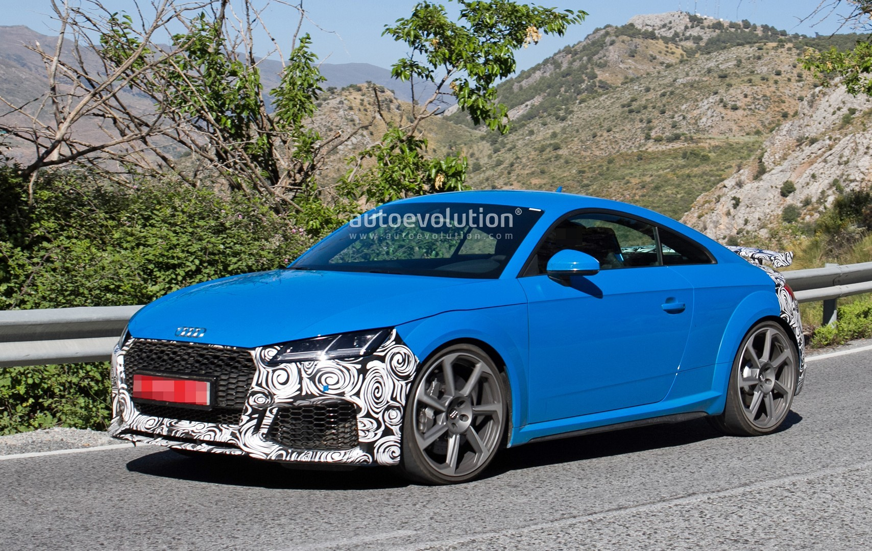 2019 audi tt rs spied with new rs look and fresh blue paint autoevolution. Black Bedroom Furniture Sets. Home Design Ideas