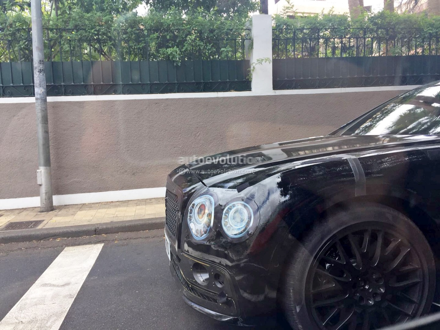 2019 - [Bentley] Flying Spur 2019-bentley-flying-spur-spied-in-madrid-prototype-shows-imposing-design_1