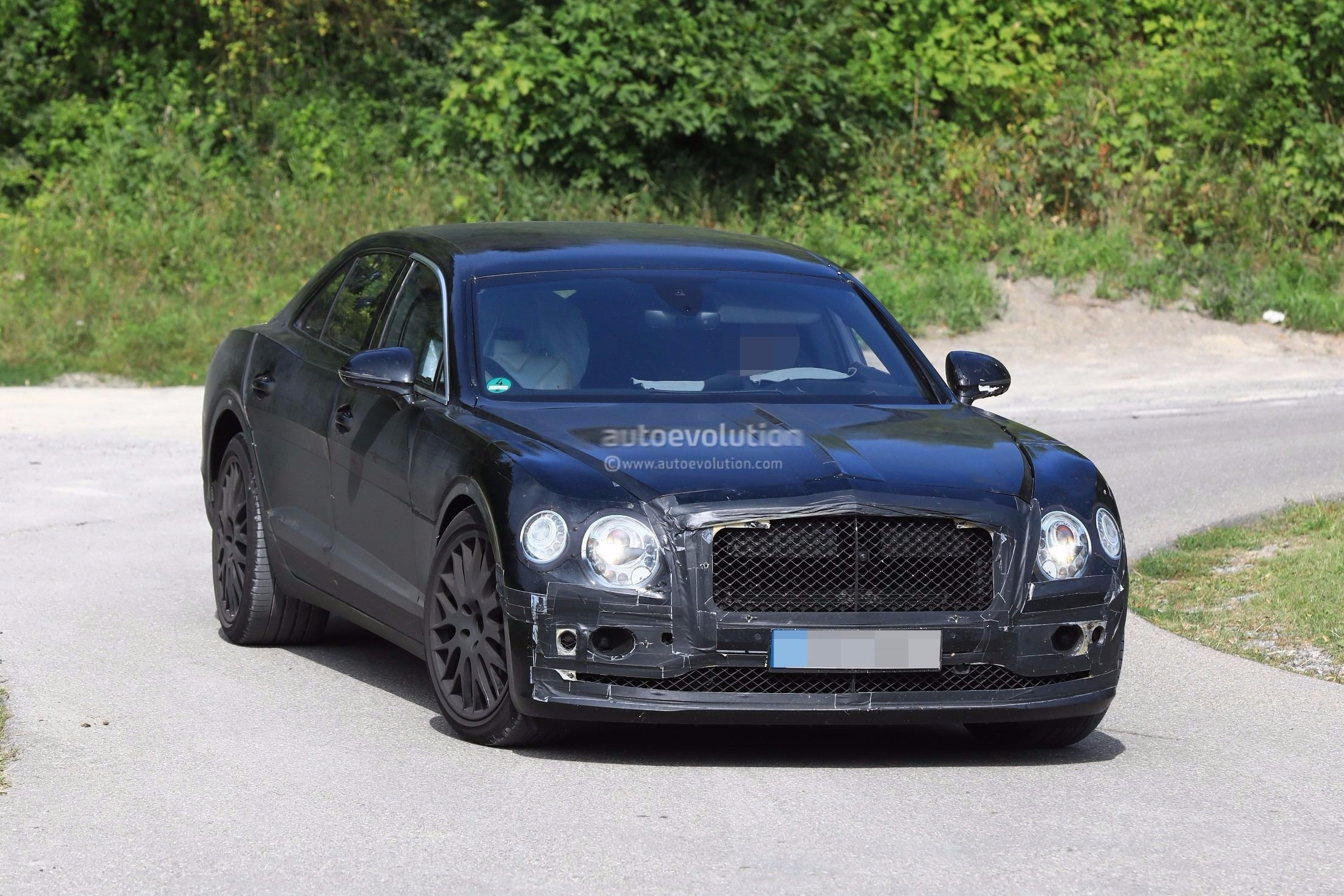2019 Bentley Flying Spur Spied Testing With a Headless ...