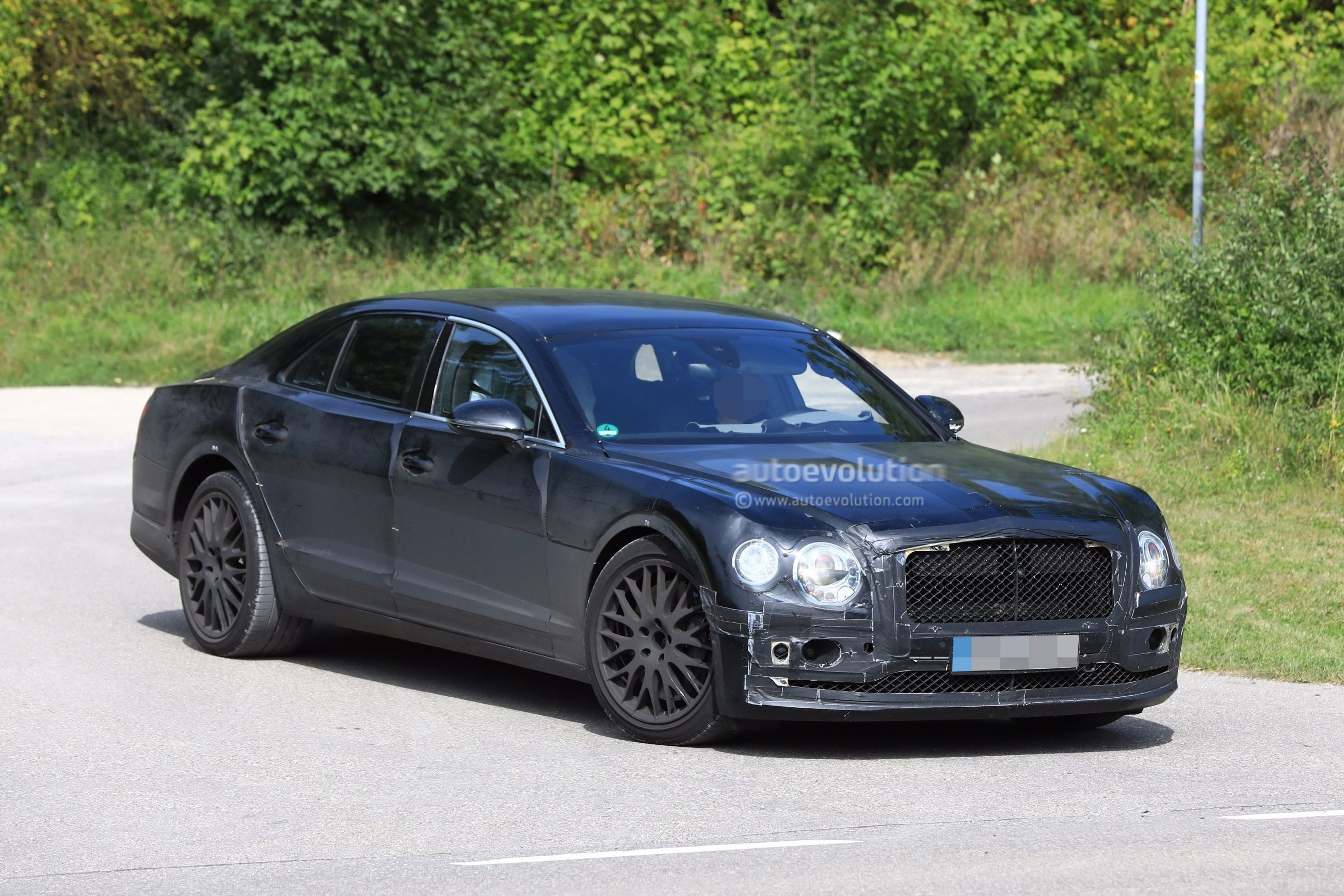 2019 bentley flying spur spied testing with a headless dummy as passenger autoevolution. Black Bedroom Furniture Sets. Home Design Ideas