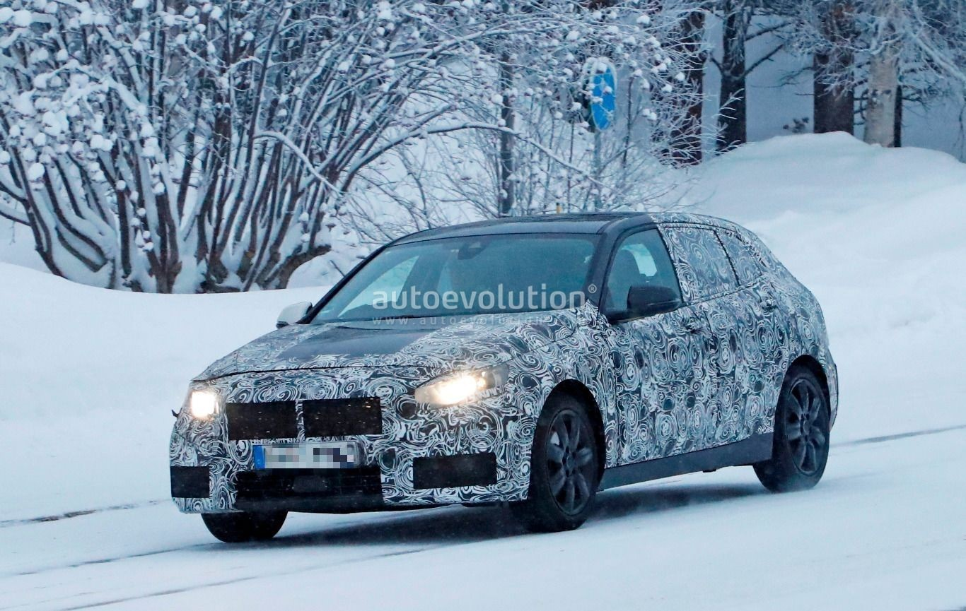 spyshots 2019 bmw 1 series f40 caught playing in the snow autoevolution. Black Bedroom Furniture Sets. Home Design Ideas
