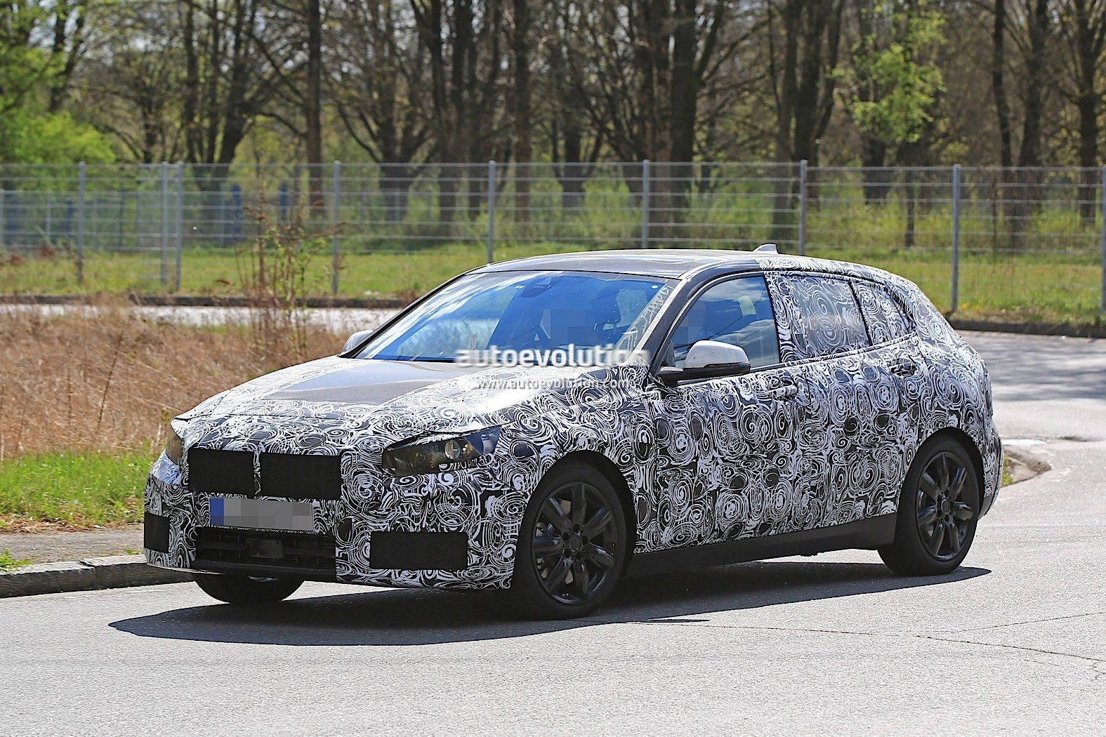 2019 bmw 1 series with front wheel drive spied for the first time autoevolution. Black Bedroom Furniture Sets. Home Design Ideas