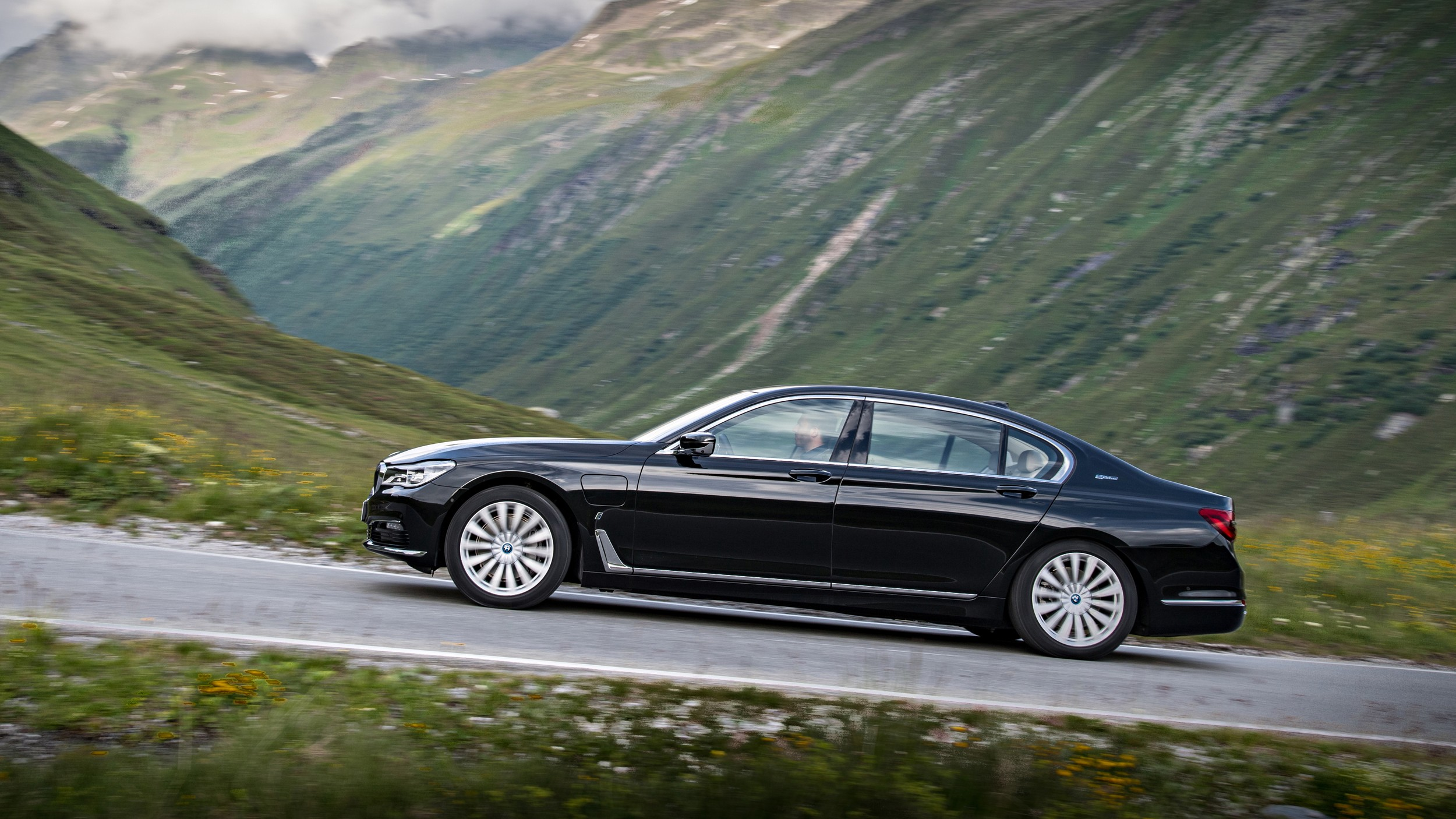 BMW Shows Off Individual Range for the 2016 7 Series ...