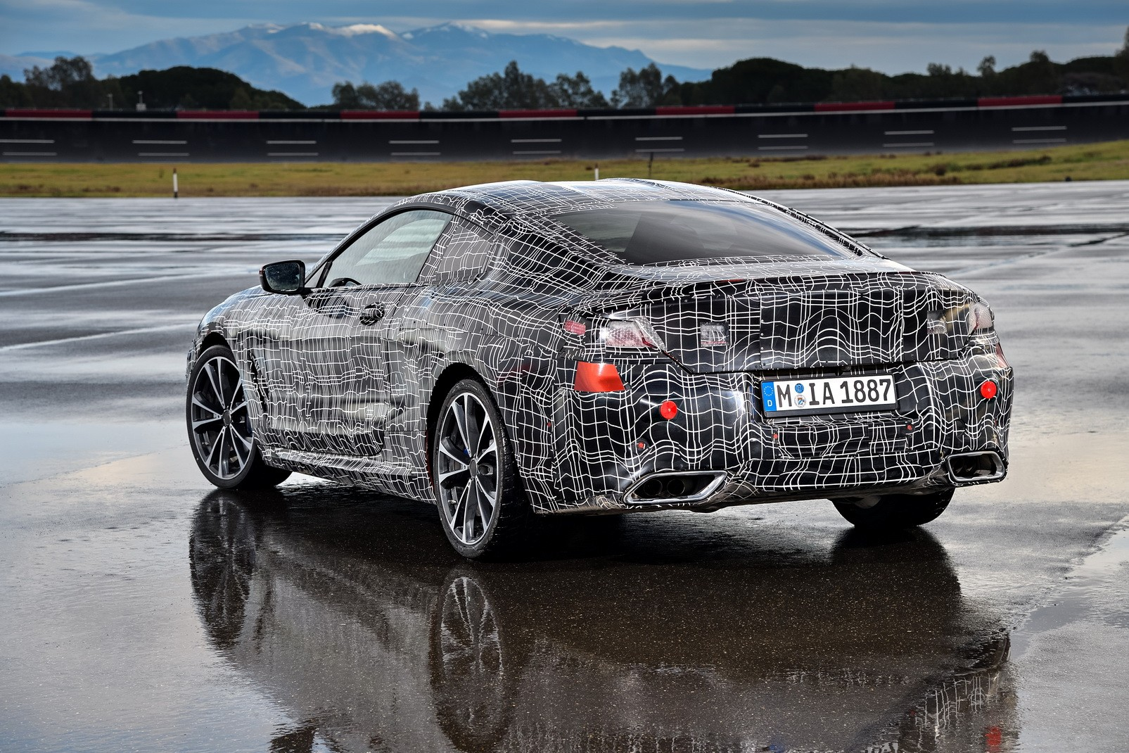 2019 Bmw 8 Series Coupe G15 Teased On Video 850i Sounds Delicious