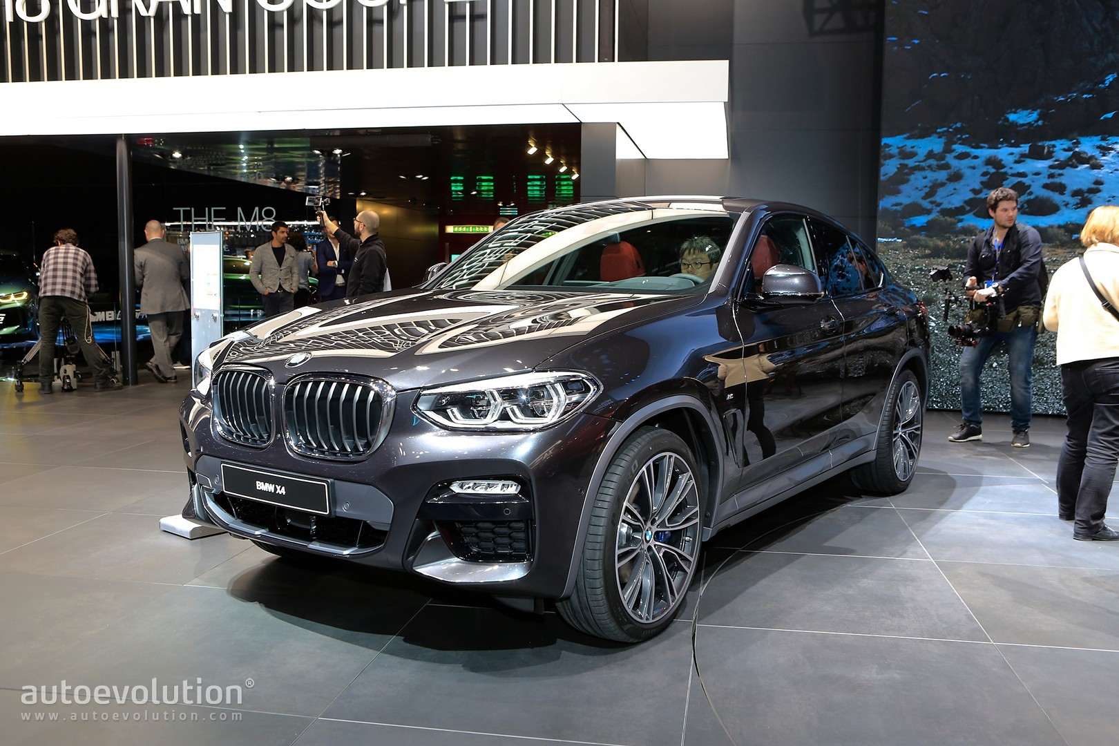 2019 bmw x4 looks all new in geneva but is it hotter than the velar autoevolution. Black Bedroom Furniture Sets. Home Design Ideas