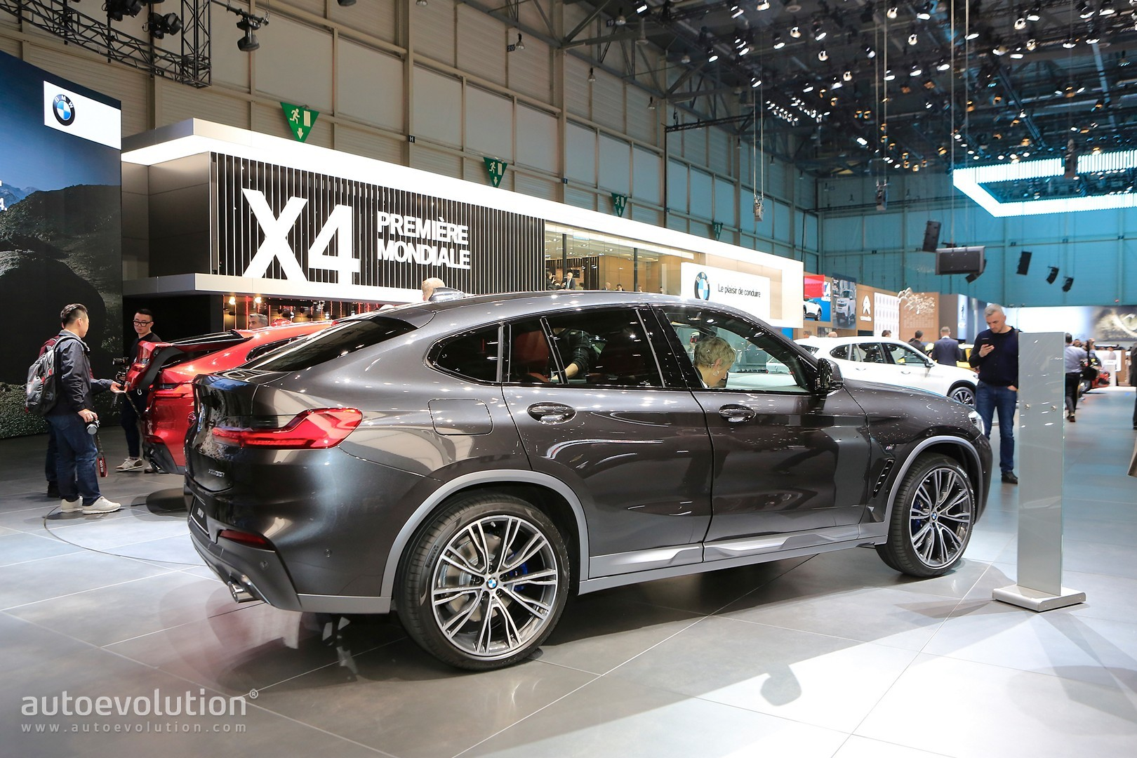 2019 Bmw X4 Looks All New In Geneva But Is It Hotter Than The Velar Autoevolution