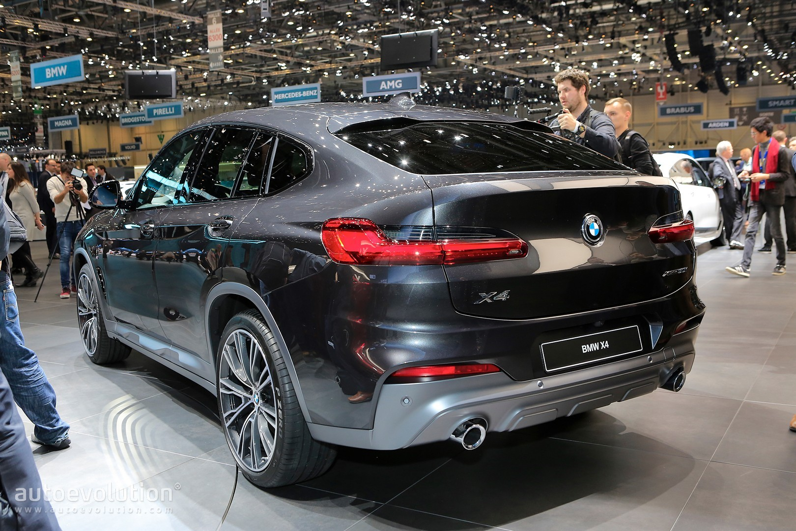 2019 bmw x4 uk review says it drives better than glc coupe. Black Bedroom Furniture Sets. Home Design Ideas
