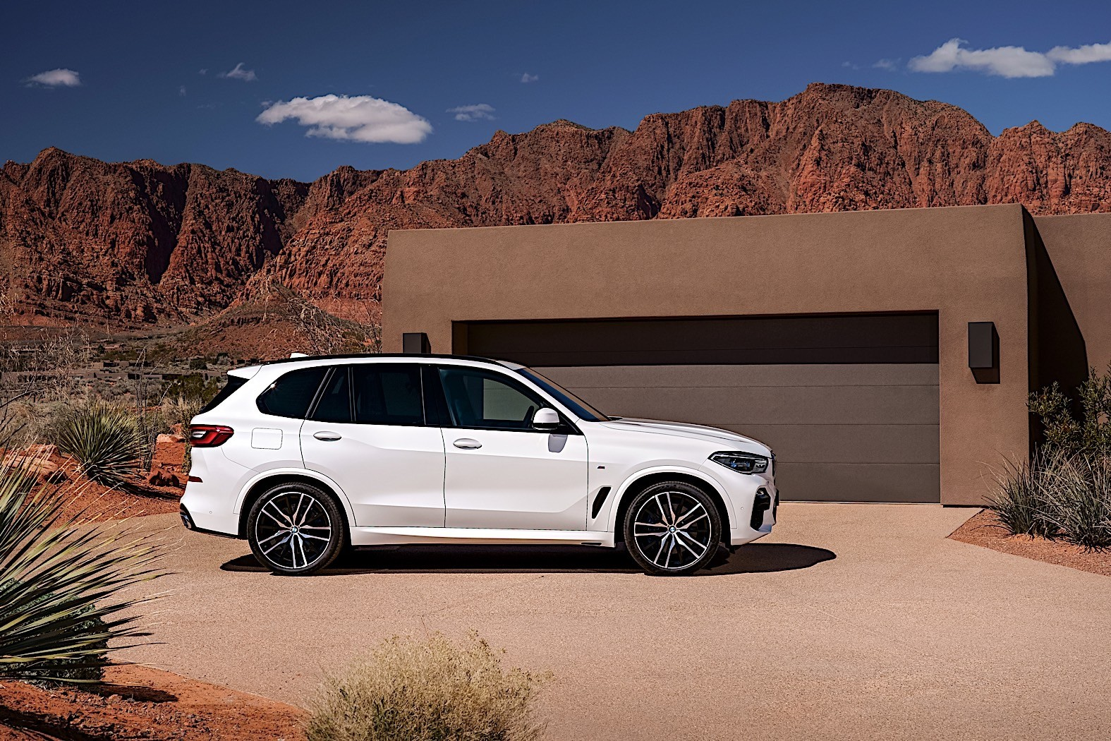 2019 BMW X5 Breaks Cover as Bigger, Meaner SUV - autoevolution
