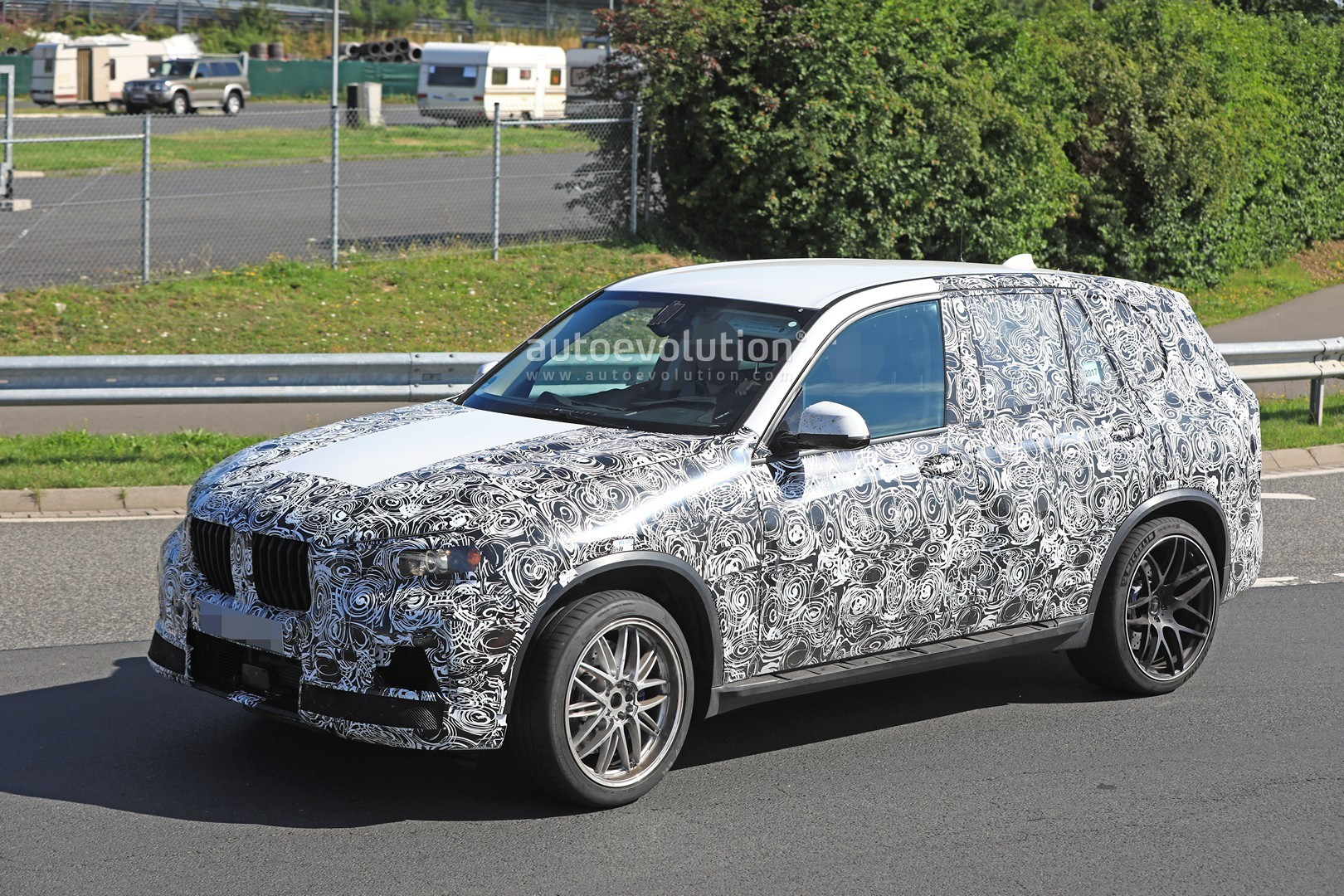 spyshots 2019 bmw x5 m spotted for the first time packs 600 hp autoevolution. Black Bedroom Furniture Sets. Home Design Ideas
