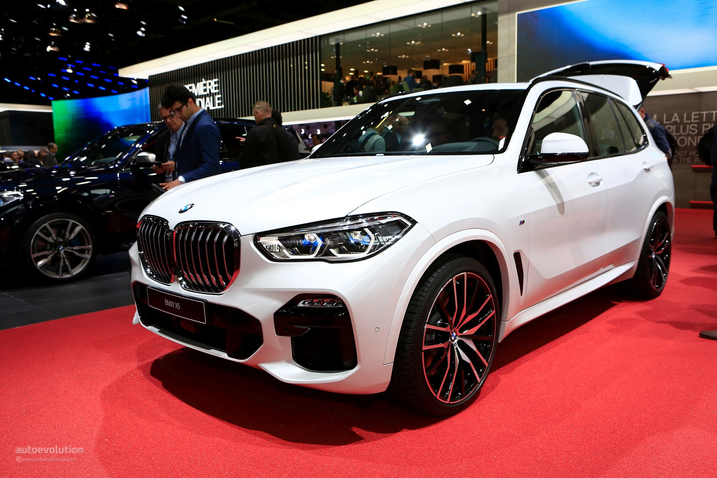 2019 bmw x5 shows luxurious interior in paris autoevolution. Black Bedroom Furniture Sets. Home Design Ideas