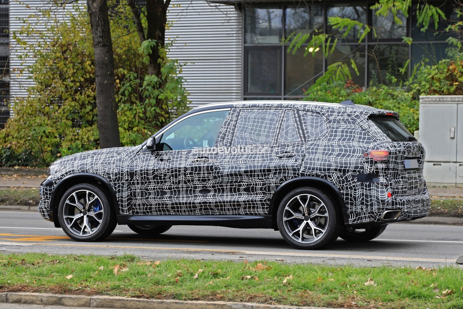 2019 Bmw X5 Spied In Germany Shows Sporty Stance Autoevolution