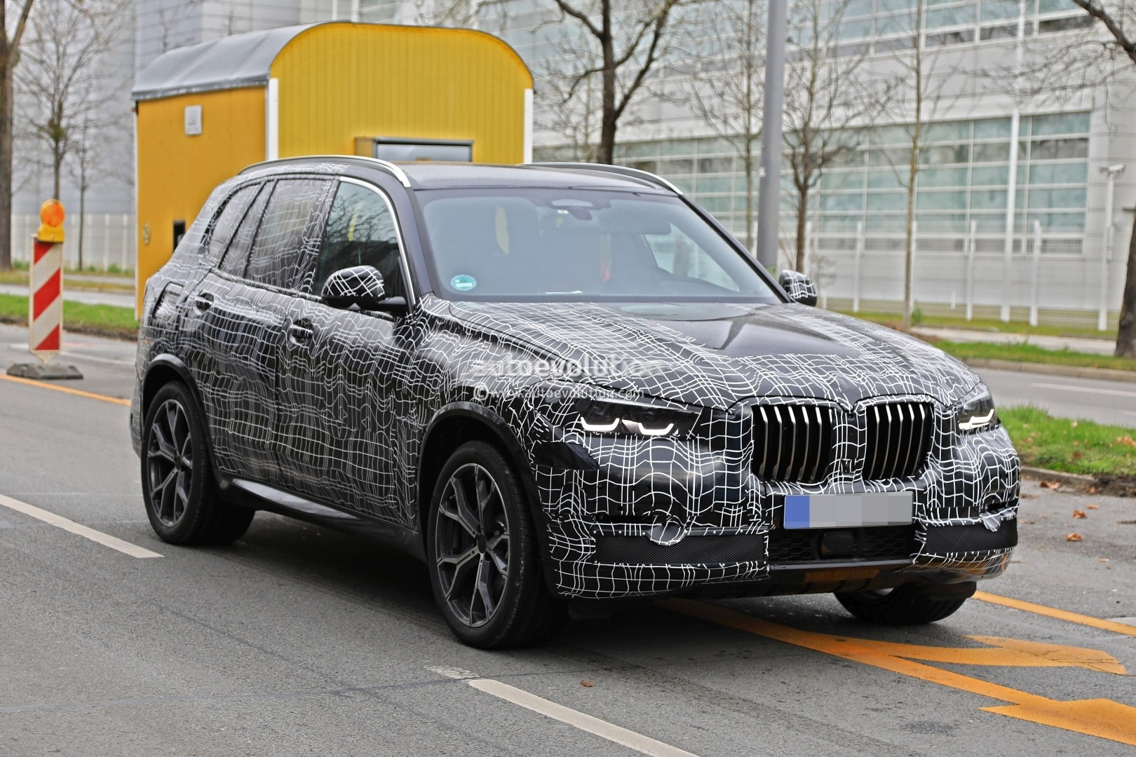 2019 bmw x5 spied in germany shows sporty stance autoevolution. Black Bedroom Furniture Sets. Home Design Ideas