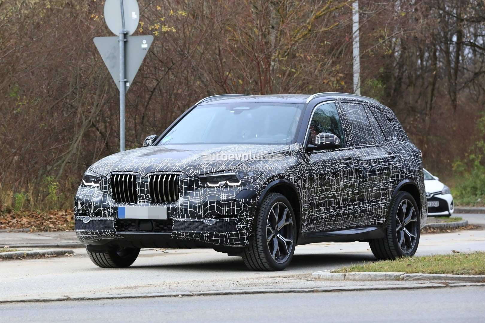 2019 bmw x5 spied in germany shows sporty stance. Black Bedroom Furniture Sets. Home Design Ideas