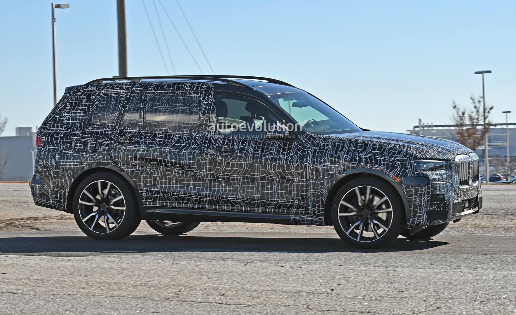 Spyshots 2019 Bmw X7 Looks Production Ready With Blue Brakes Autoevolution