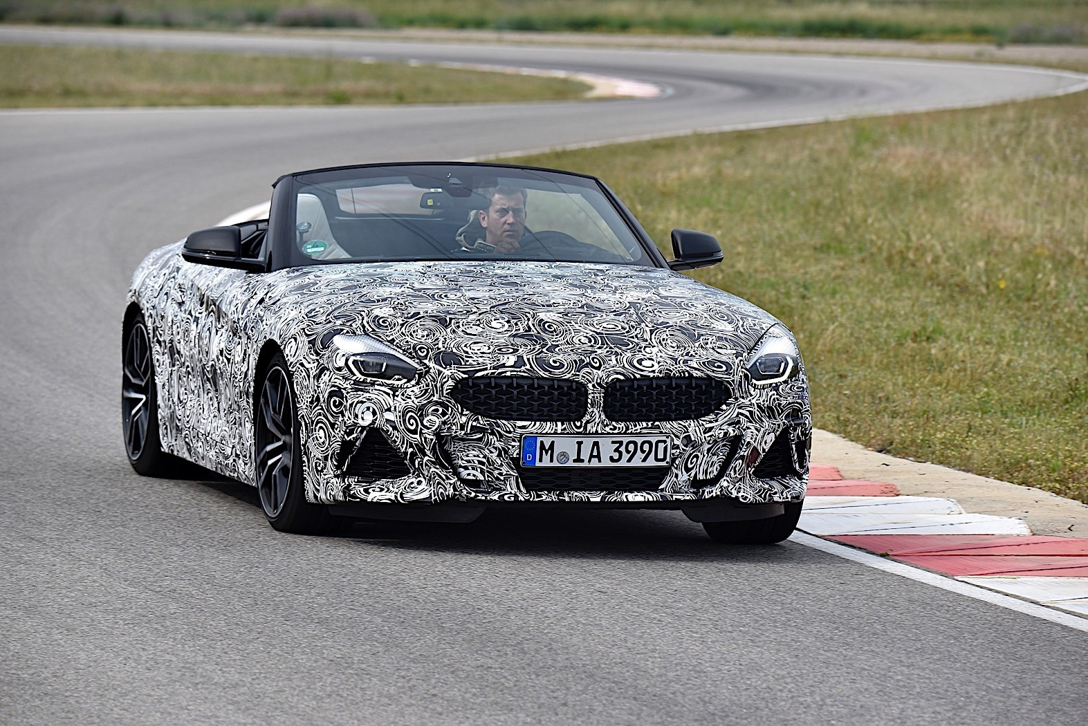 2019 bmw z4 roadster goes official in camouflage photo bonanza autoevolution. Black Bedroom Furniture Sets. Home Design Ideas