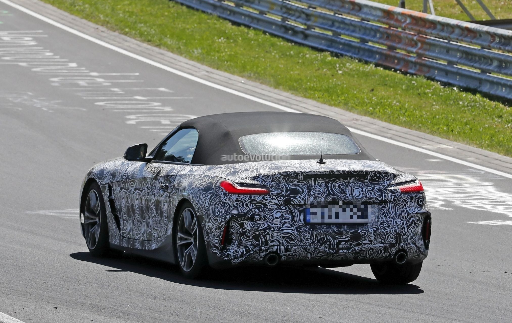 2019 Bmw Z4 Spied With Top Down Reveals Interior With