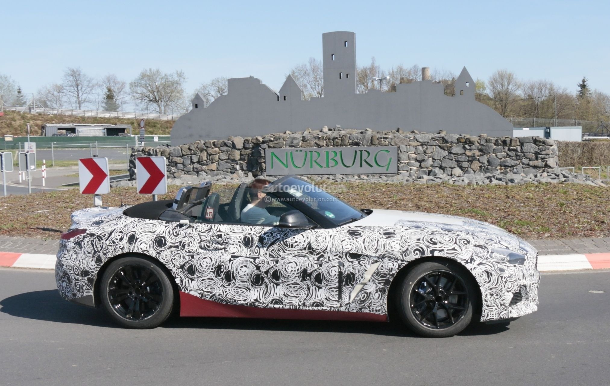 2019 Bmw Z4 Spied With Top Down Reveals Interior With Operating System 7 0 Autoevolution