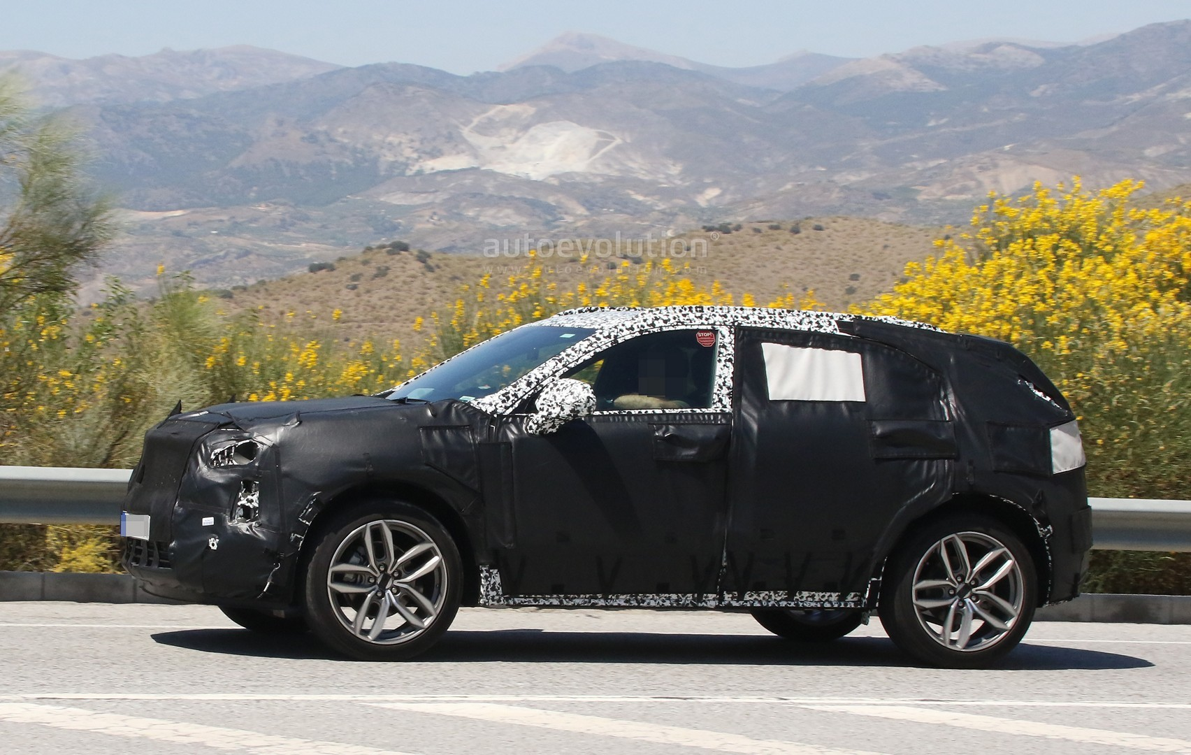 2019 cadillac xt4 plug in hybrid spied during hot weather testing autoevolution. Black Bedroom Furniture Sets. Home Design Ideas