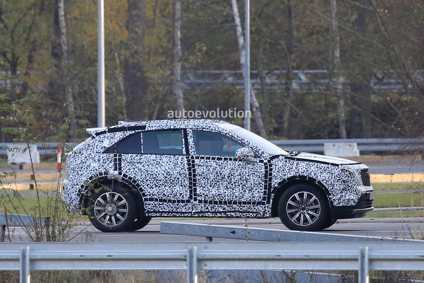 Cadillac XT4 to Hit Showrooms in 2018, Three-Row and Subcompact Crossovers to Follow - autoevolution