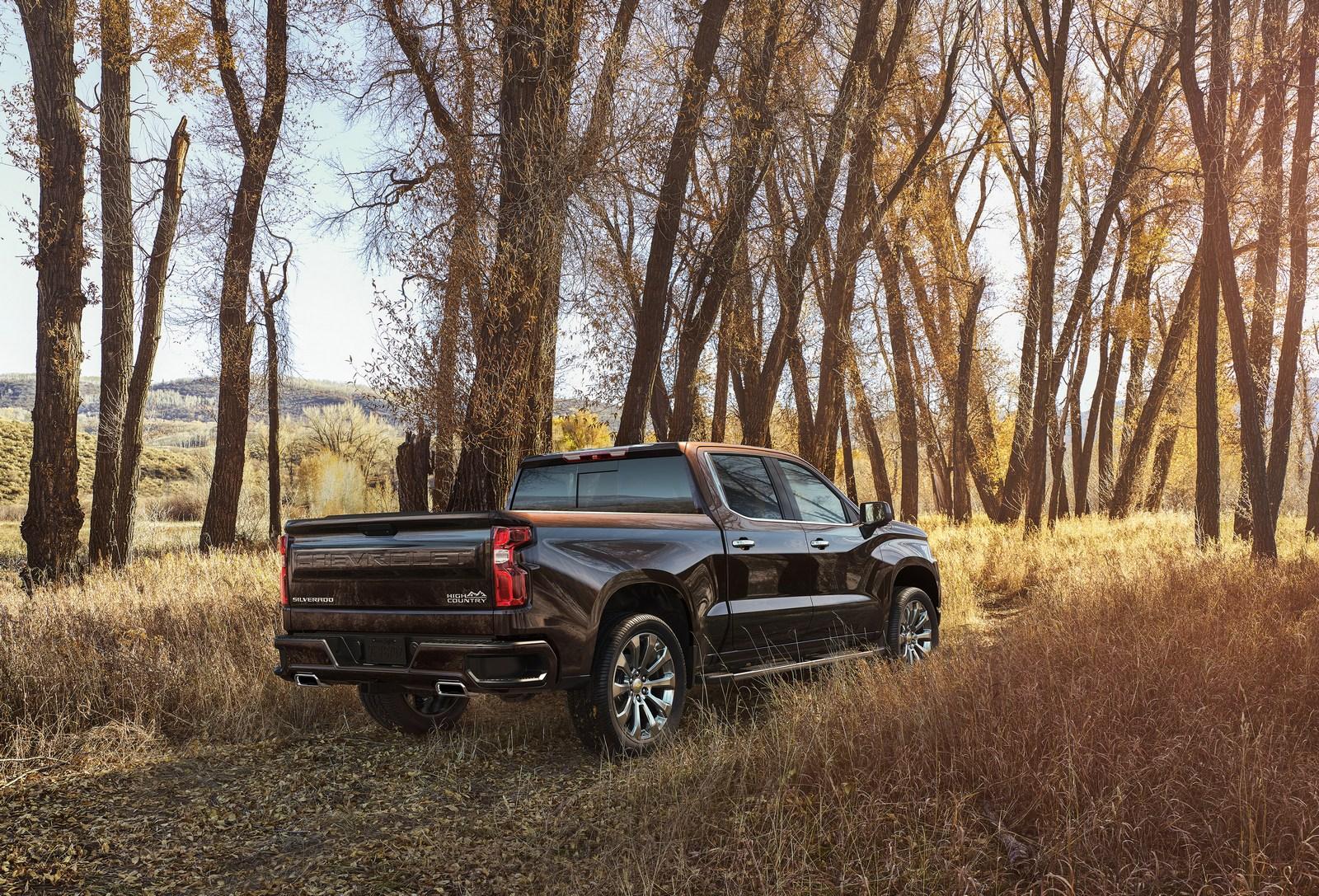 2019 Chevrolet Silverado Engine Range Includes 3 0 Liter Inline 6 Duramax Diesel Autoevolution