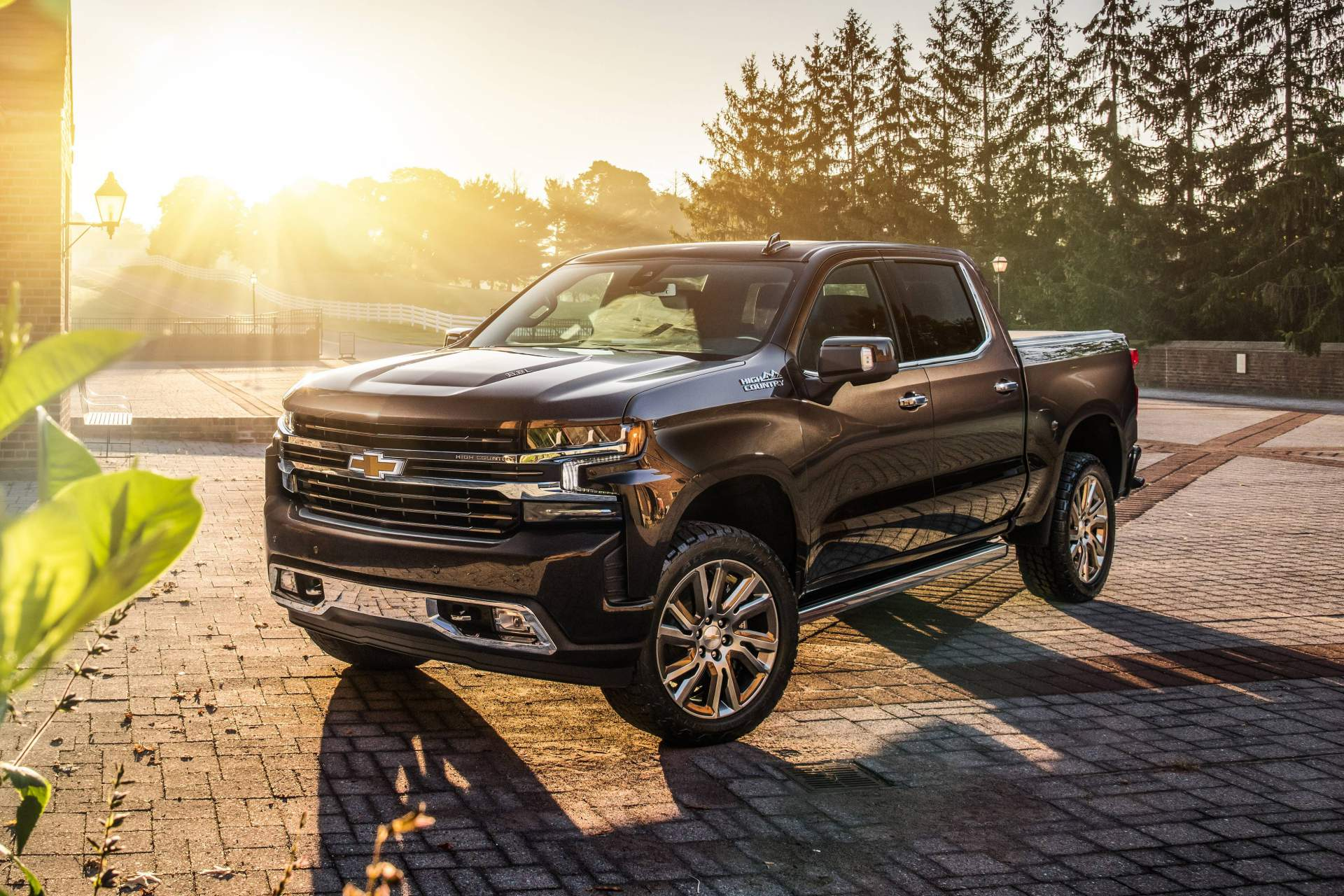 Watch the 2014 Chevy Silverado High Country Debut in Texas ...