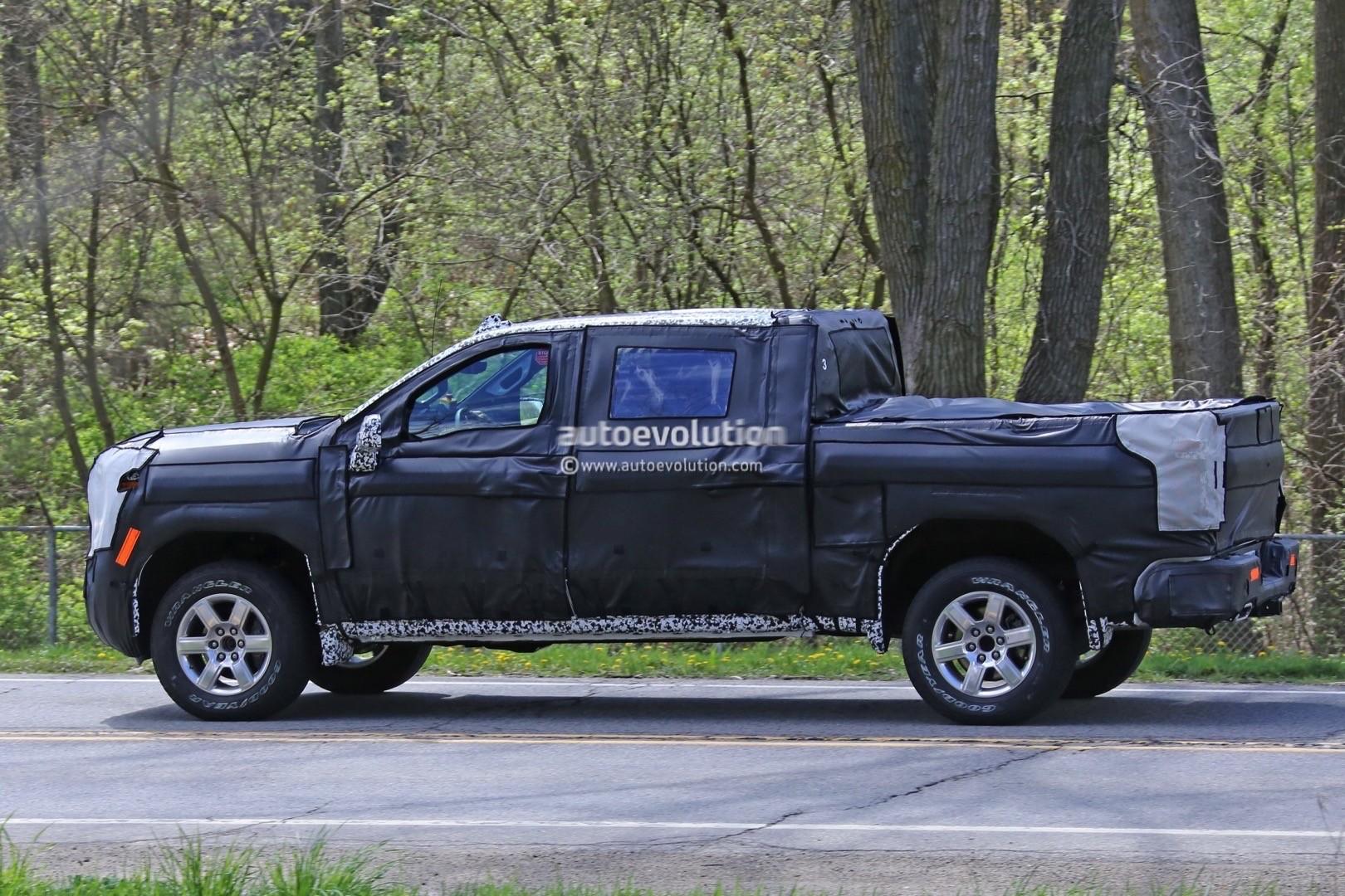 2018 - [Chevrolet / GMC] Silverado / Sierra 2019-chevy-silverado-spies_11